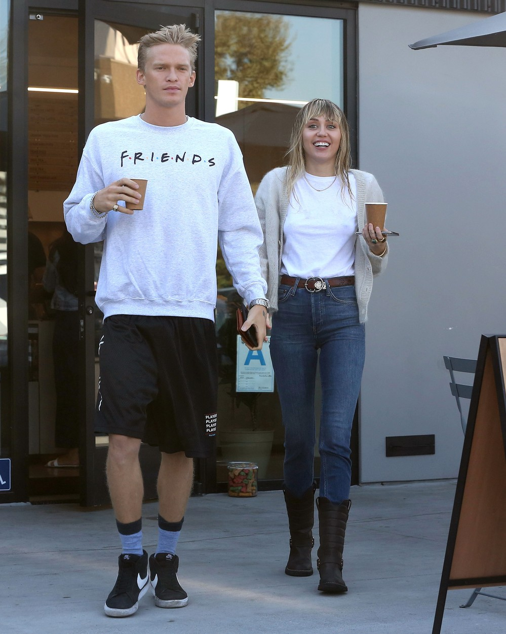 Miley Cyrus and Cody Simpson seen grabbing a iced coffee together in Studio City. 13 Oct 2019, Image: 476518072, License: Rights-managed, Restrictions: World Rights, Model Release: no, Credit line: P&P / MEGA / Mega Agency / Profimedia