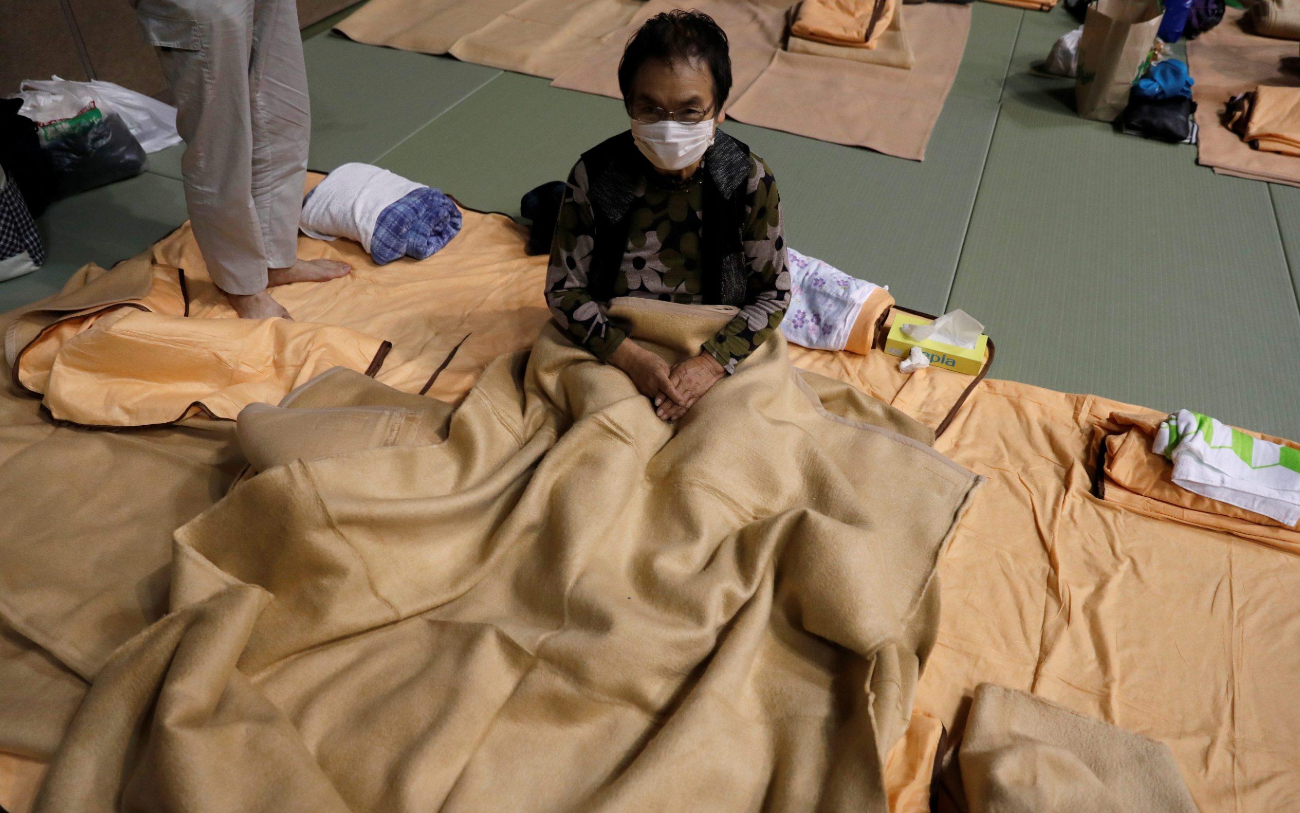 Ljudi u skloništu zbog tajfuna