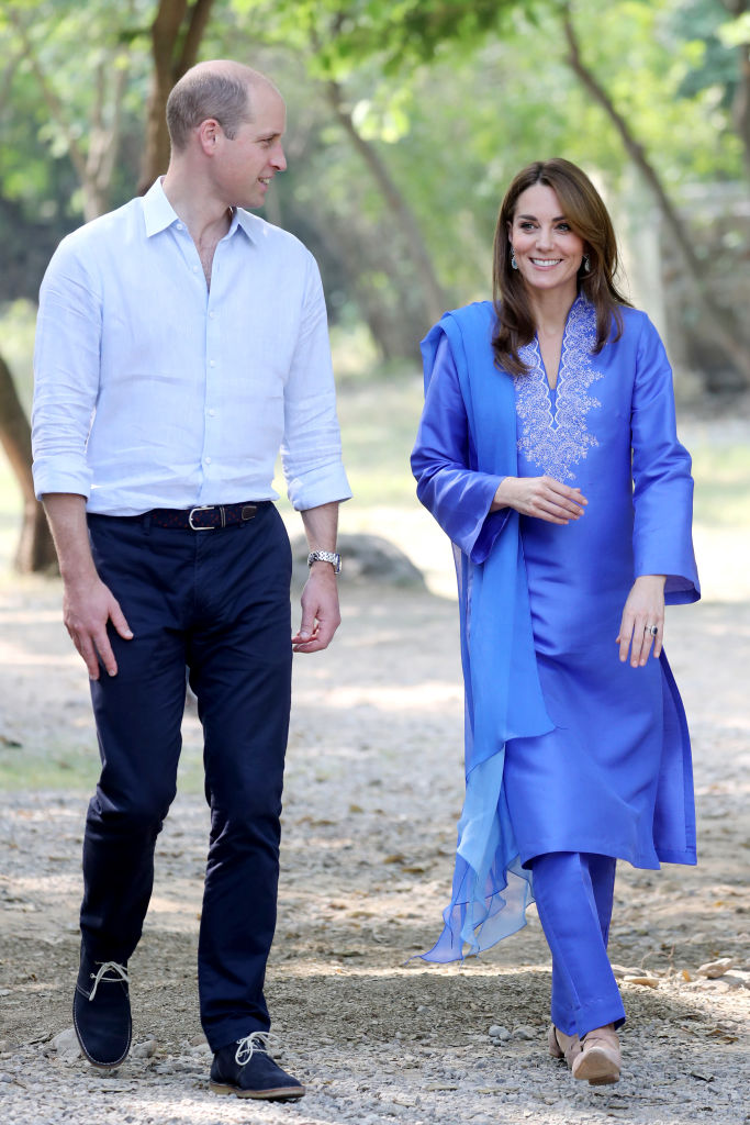 ISLAMABAD, PAKISTAN - OCTOBER 15: Prince William, Duke of Cambridge and Catherine, Duchess of Cambridge join a gathering of children from three different schools taking part in a number of activities to show Pakistan's effort to meet sustainable development goals at Margallah Hills National Park on October 15, 2019 in Islamabad, Pakistan. (Photo by Chris Jackson/Getty Images)