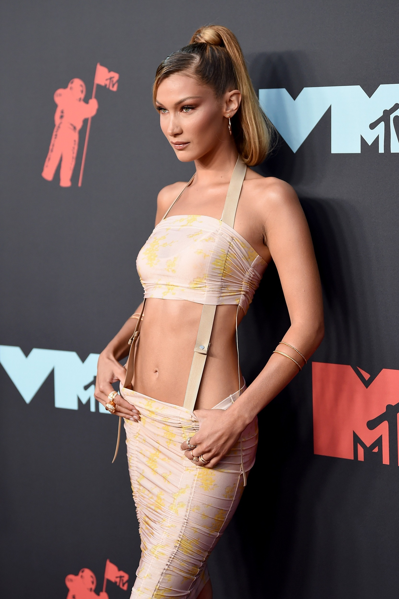 NEWARK, NEW JERSEY - AUGUST 26: Bella Hadid attends the 2019 MTV Video Music Awards at Prudential Center on August 26, 2019 in Newark, New Jersey. (Photo by Dimitrios Kambouris/Getty Images)