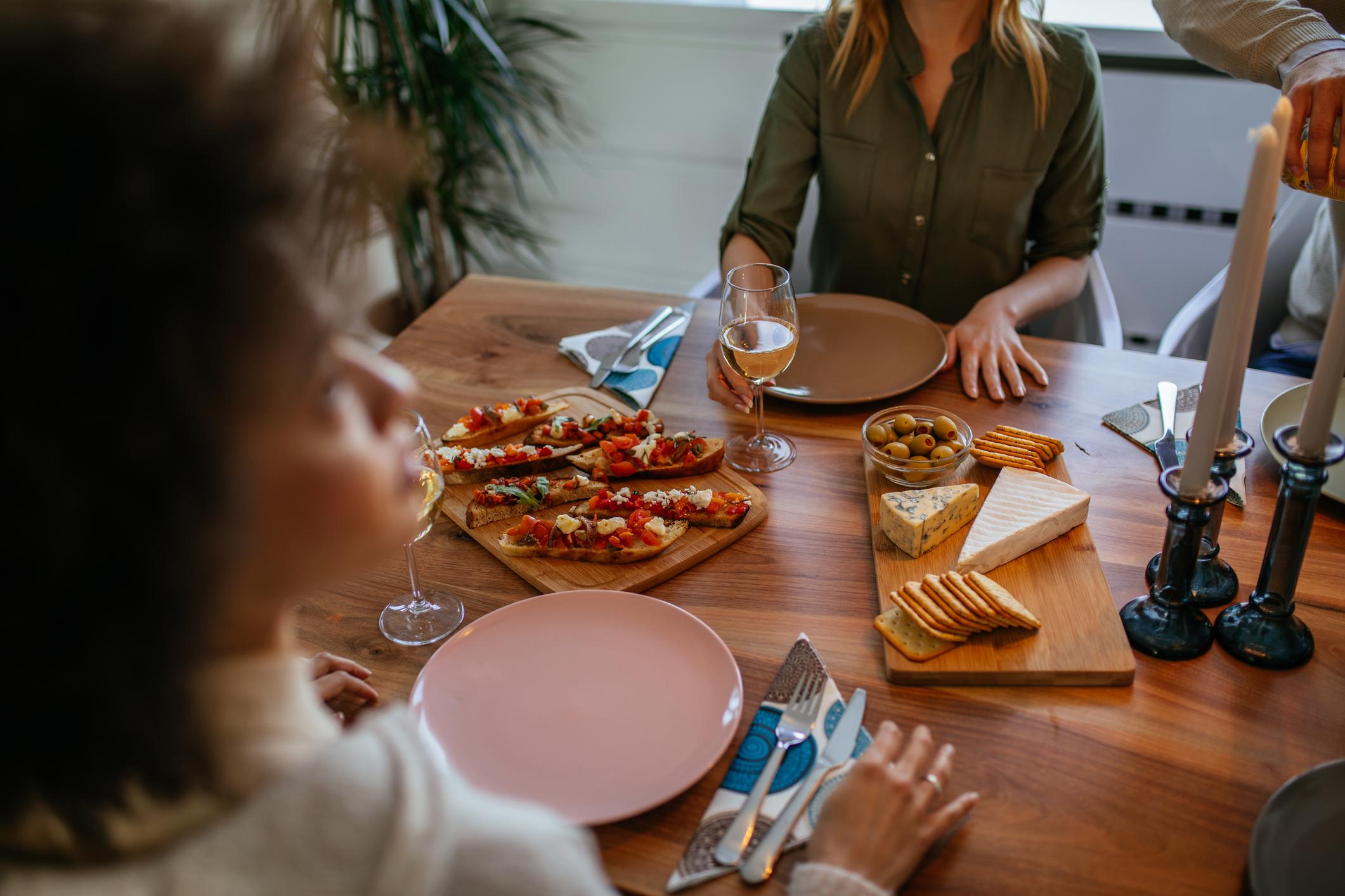 Ne zaboravite kako rajčica voli bosiljak i sir.