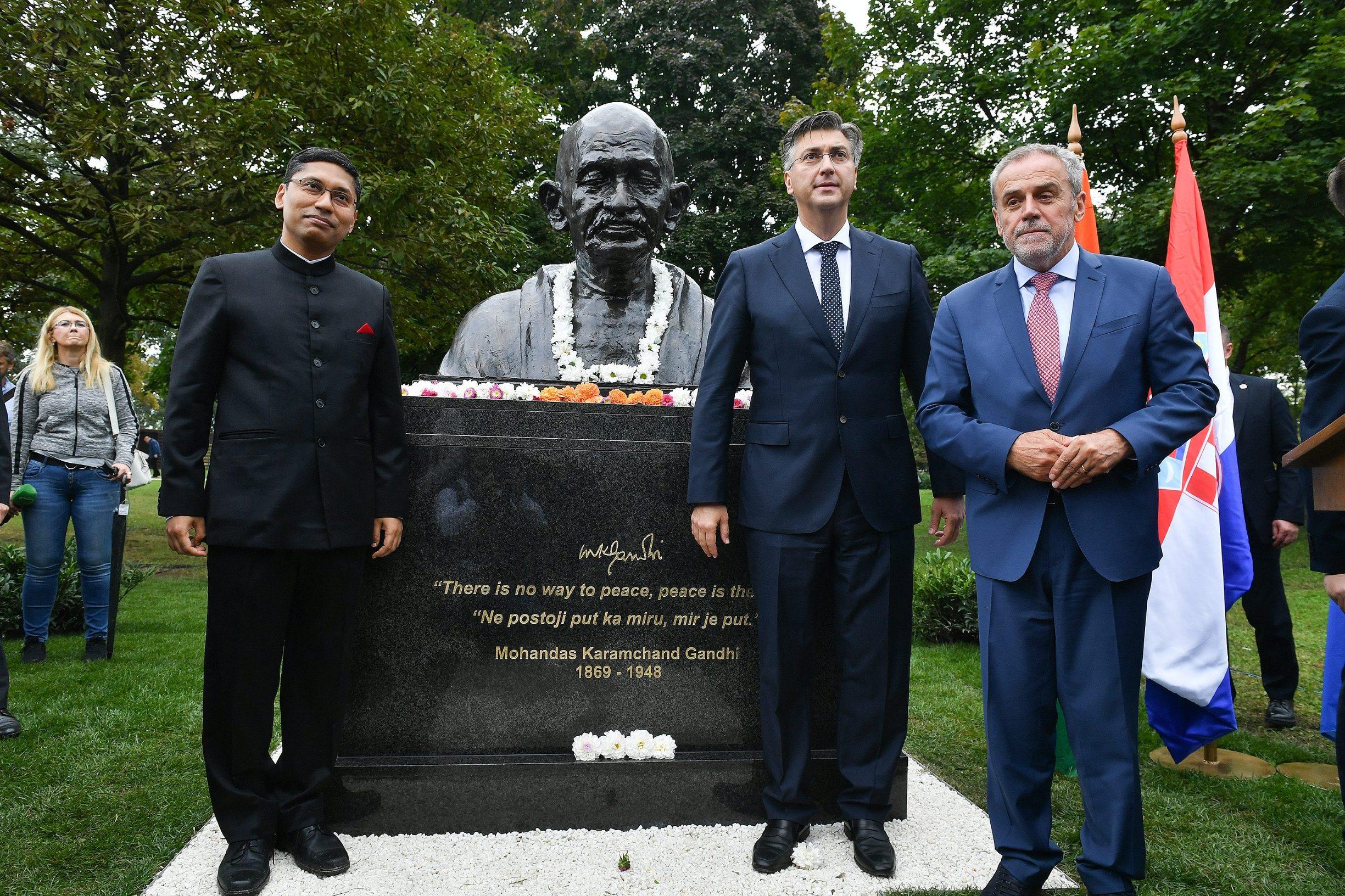 Na fotografiji: Arindam Bagchi veleposlanik Indije, Andrej Plenković i Milan Bandić