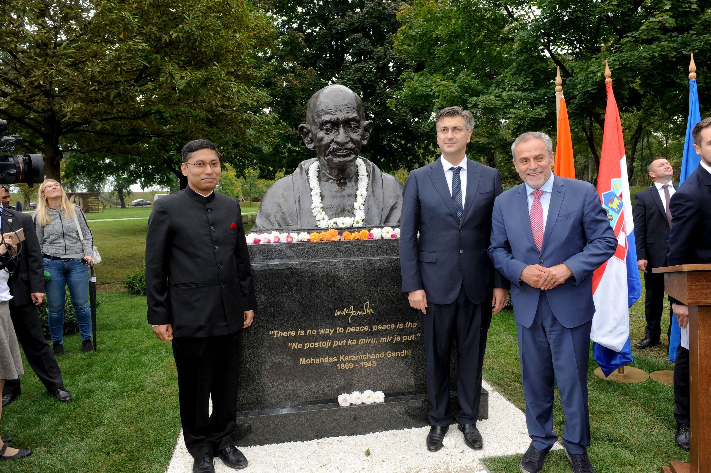 Spomenk Mahatma Gandhi_gl