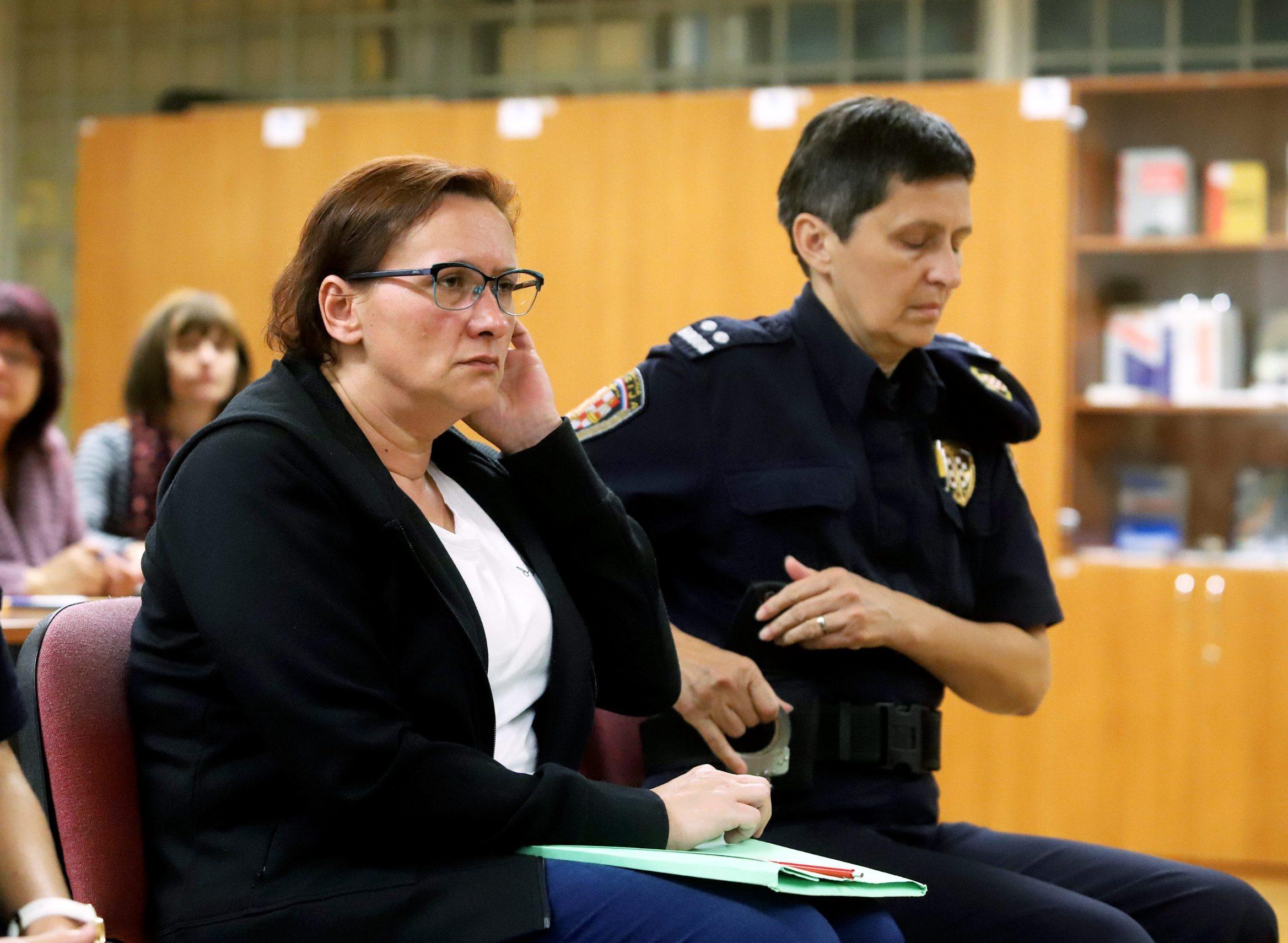 Varazdin, 211019. Na Zupanijskom sudu  nastavljene je sudjenje Smiljani Srnec za ubojstvo sestre. Na fotografiji: Smiljana Srnec na sudu. Foto: Zeljko Hajdinjak / CROPIX