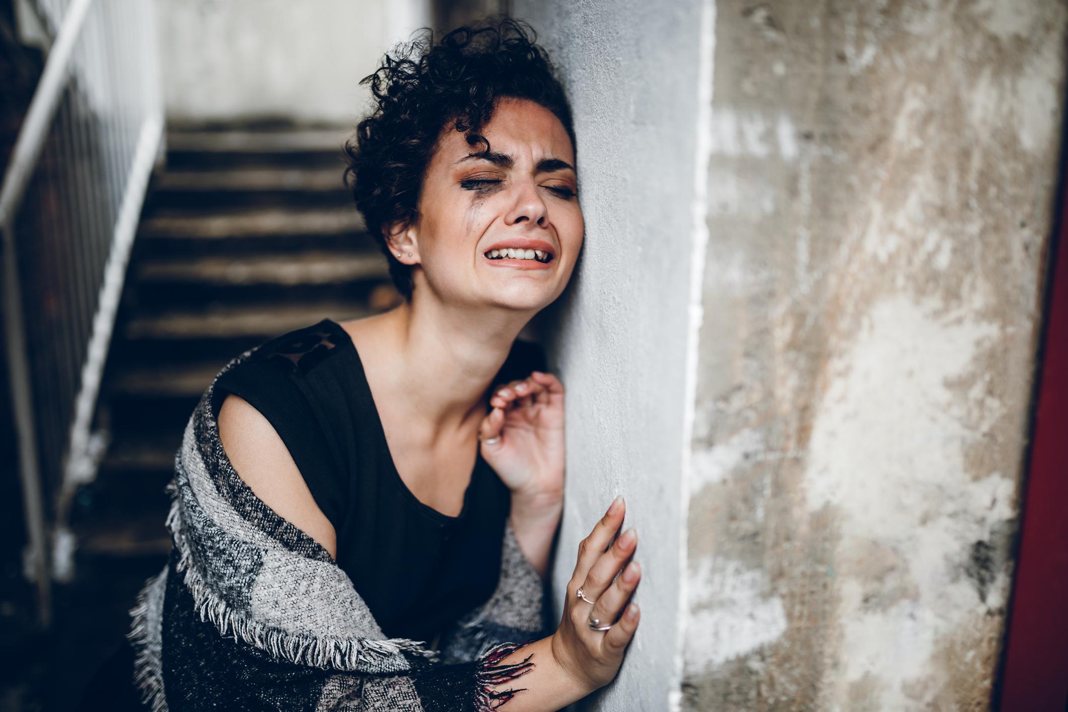 Prisiljavanje na zadržavanje suza u raznim emotivnim stanjima dovodi do blokiranja tih emocija u nama i stvaranja snažnog unutrašnjeg stresa. Dugoročno, takvo stanje djeluje štetno na želudac i crijeva, imunosni te srčani i krvožilni sustav.