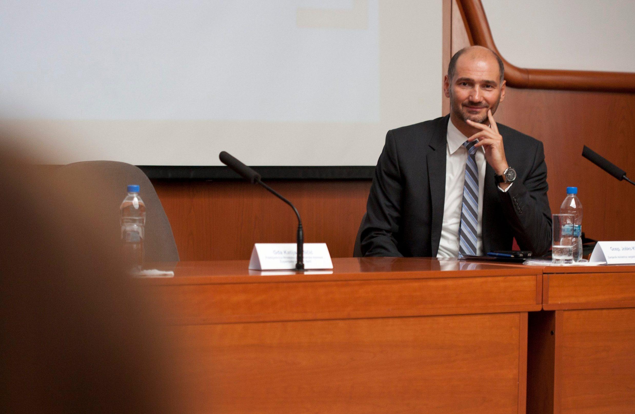 Split, 050914 Zamjenik ministrice vanjskih poslova Josko Klisovic razgovarao je sa splitskim gospodarstvenicima u Zupanijskoj gospodarskoj komori. Na fotografiji: Josko Klisovic. Foto: Jakov Prkic / CROPIX