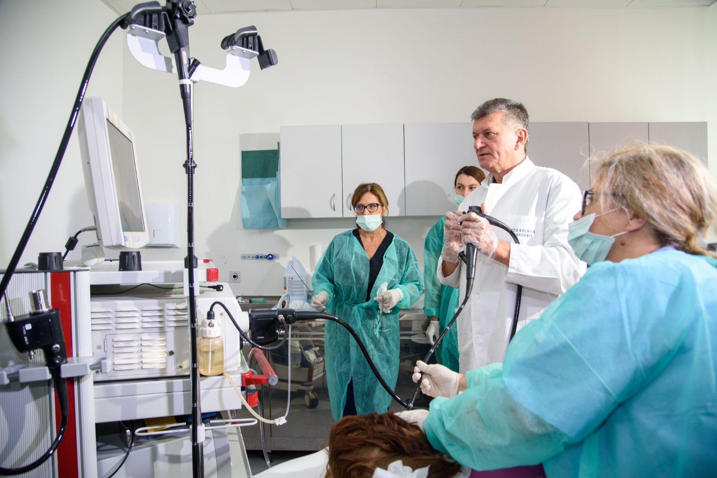 Dubrovnik, 251019. Ministar zdravstva prof.dr.sc. Milan Kujundzic posjetio je danas opcu bolnicu Dubrovnik. Foto: Tonci Plazibat / CROPIX