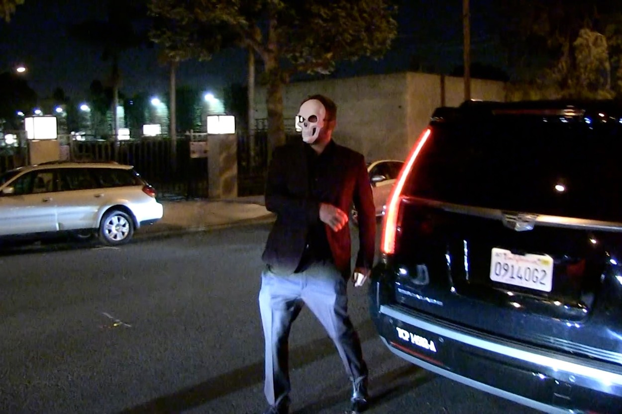 Los Angeles, CA  - *PREMIUM-EXCLUSIVE*  - *USA AND CANADA CLIENTS MUST CALL FOR RIGHTS* Ben Affleck seemed to have fallen off the wagon Saturday night at a Halloween party. Ben was leaving La Peer Hotel in West Hollywood for the Unicef Masquerade ball. He clearly has trouble walking and uses the SUV to steady himself. He nearly fell before catching himself on the vehicle. *MANDATORY, Image: 479240071, License: Rights-managed, Restrictions: , Model Release: no, Credit line: TMZ / BACKGRID / Backgrid USA / Profimedia