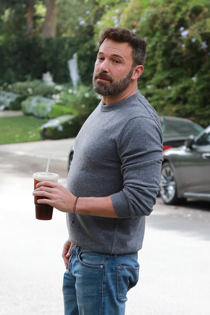 Brentwood, CA  - Ben Affleck has a smile on his face as he visits ex Jennifer Garner after a wild night in Hollywood! The actor reportedly fell off the wagon and appeared tipsy after attending the UNICEF Masquerade Ball with an unidentified mystery woman. Affleck stumbled and almost fell, steadying himself by leaning on a parked car for support. However, this morning the actor looks none the worse for wear as he sips on an iced coffee as he arrives at Garner's home.  BACKGRID USA 27 OCTOBER 2019, Image: 479267507, License: Rights-managed, Restrictions: , Model Release: no, Credit line: WAGO / BACKGRID / Backgrid USA / Profimedia