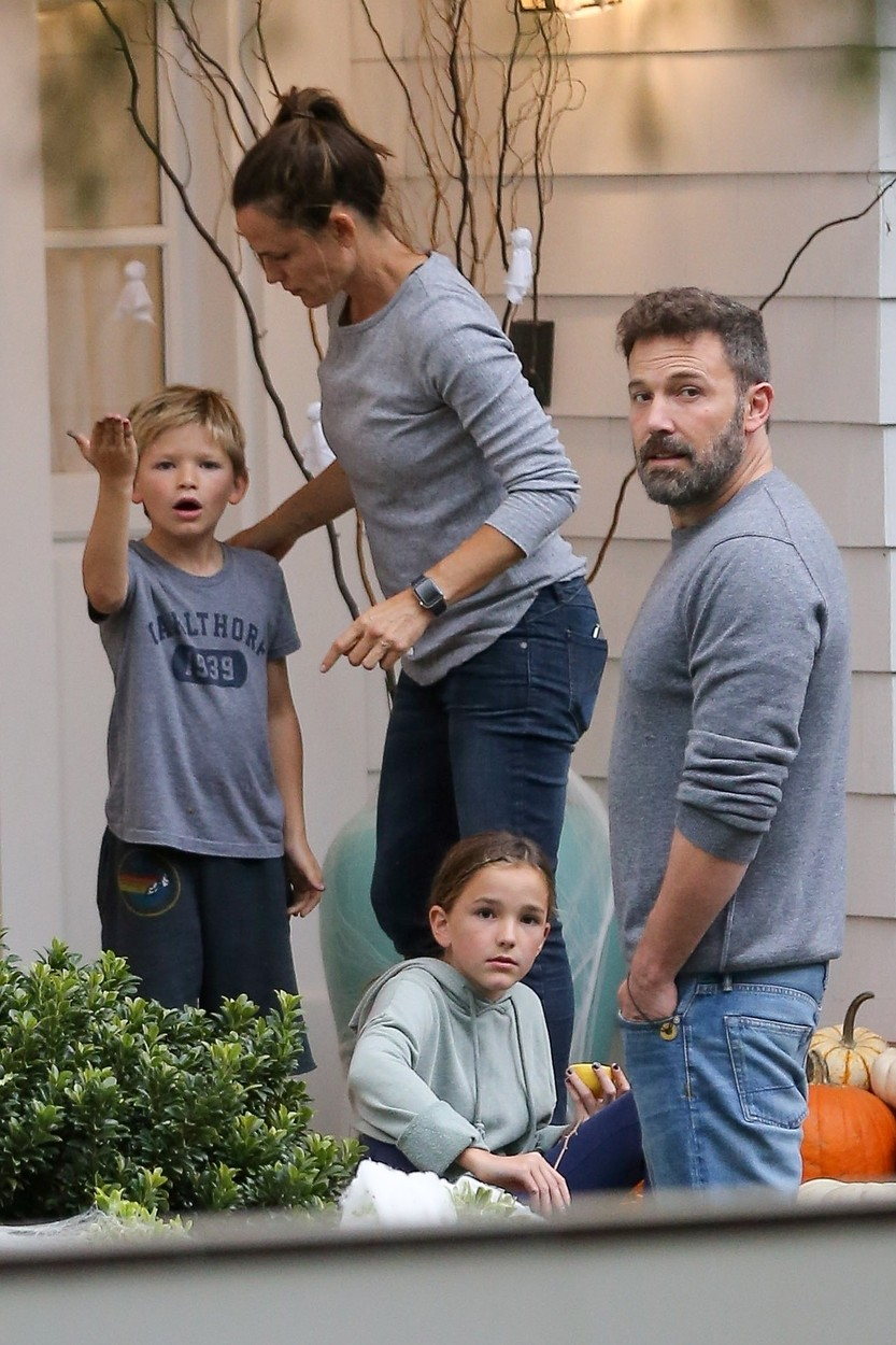 Brentwood, CA  - Ben Affleck stops by Jennifer Garner's house to help her and their kids decorate her house with pumpkins for Halloween! The actor reportedly fell off the wagon last night and appeared tipsy after attending the UNICEF Masquerade Ball with an unidentified mystery woman. Affleck stumbled and almost fell, steadying himself by leaning on a parked car for support. However, this morning the actor looks great as he enjoys the quality family time with his kids.  *UK Clients - Pictures Containing Children Please Pixelate Face Prior To Publication*, Image: 479290846, License: Rights-managed, Restrictions: , Model Release: no, Credit line: Vasquez-Wagner AZ / BACKGRID / Backgrid USA / Profimedia