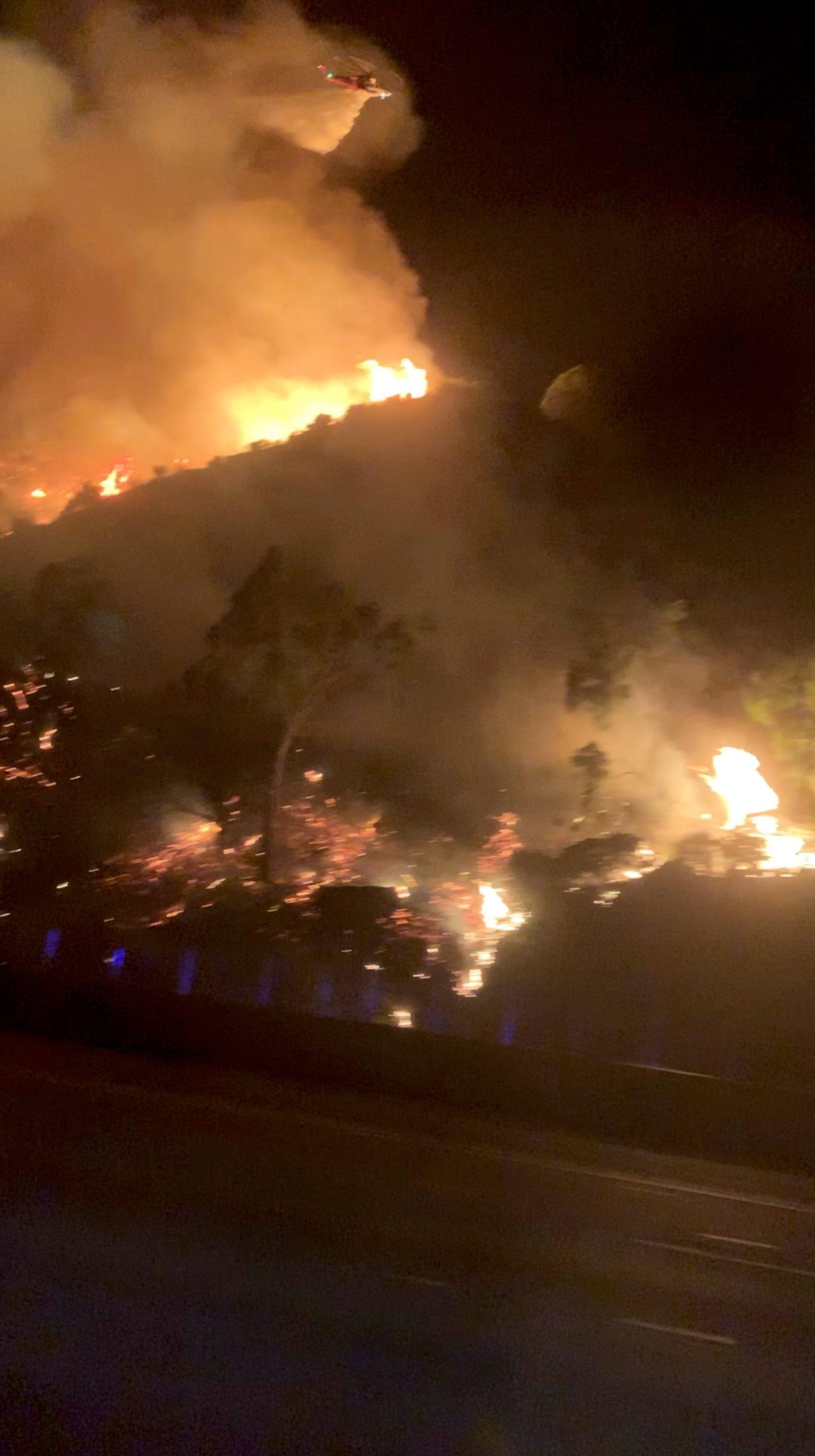 2019-10-28T124110Z_1287350944_RC152803E160_RTRMADP_3_CALIFORNIA-WILDFIRE