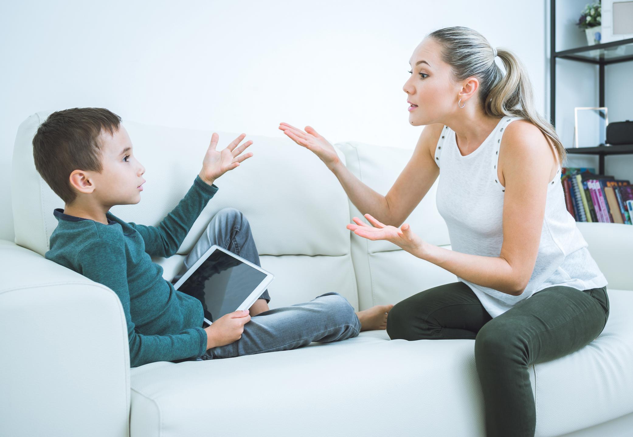 Ponašanje, vrijednosti i stajališta roditelja i drugih odraslih osoba imaju velik utjecaj na djecu.