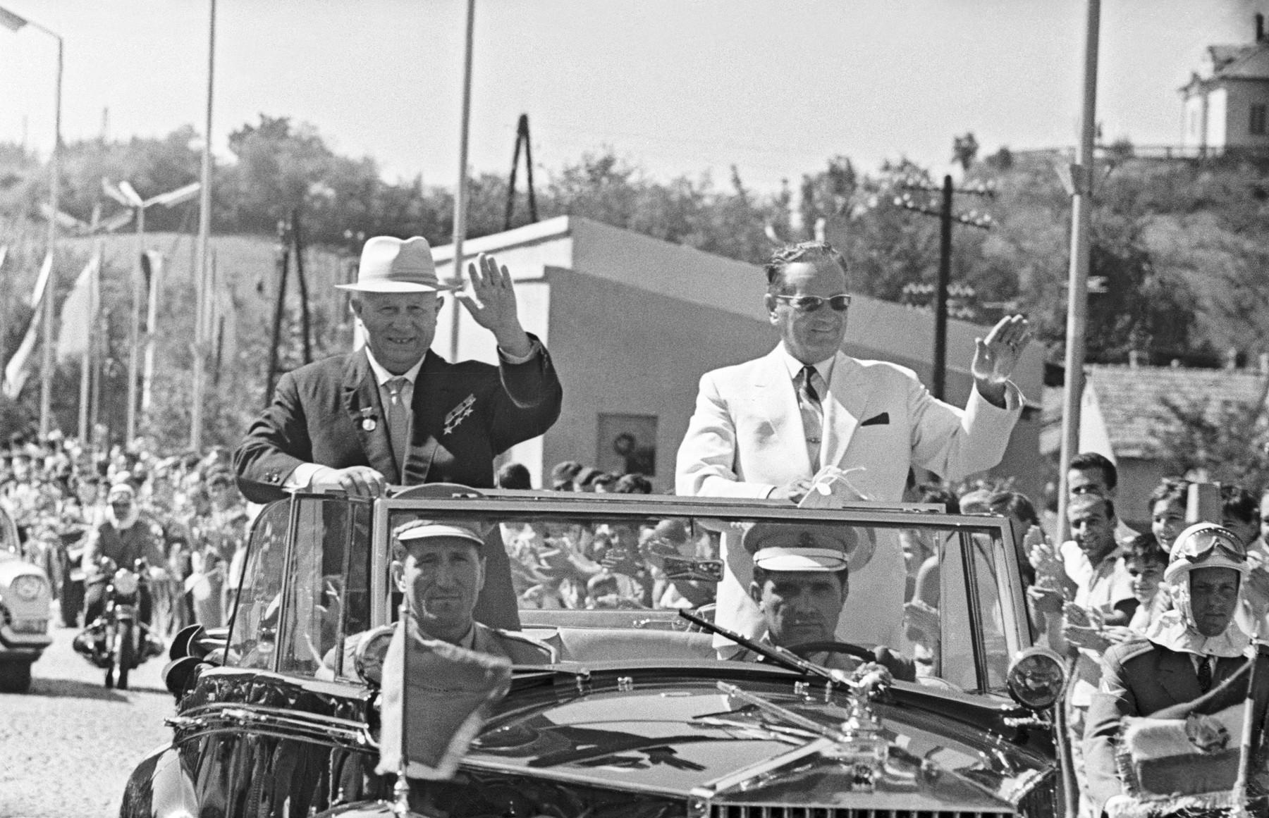Yugoslavia. First Secretary of the Central Committee of the Soviet Communist Party Nikita Khrushchev (R) and Chairman of the League of Communists of Yugoslavia Josip Broz Tito. Photo TASS / Vasily Yegorov ?aоnлaвey.  Ia?вuй nae?aoa?ь ЦE EINN Нeeeoa O?уuaв (nлaвa) e   i?aдnaдaoaль Nо?зa eоiiунenoов ?aоnлaвee  Eоnei Б?оз Oeoо. во в?aiy вeзeoa. Фоoо Вaneлey Aaо?овa (Фоoоo?онeea OANN) *** Local Caption *** A000F13E, Image: 86712488, License: Rights-managed, Restrictions: , Model Release: no, Credit line: ITAR TASS / TASS / Profimedia