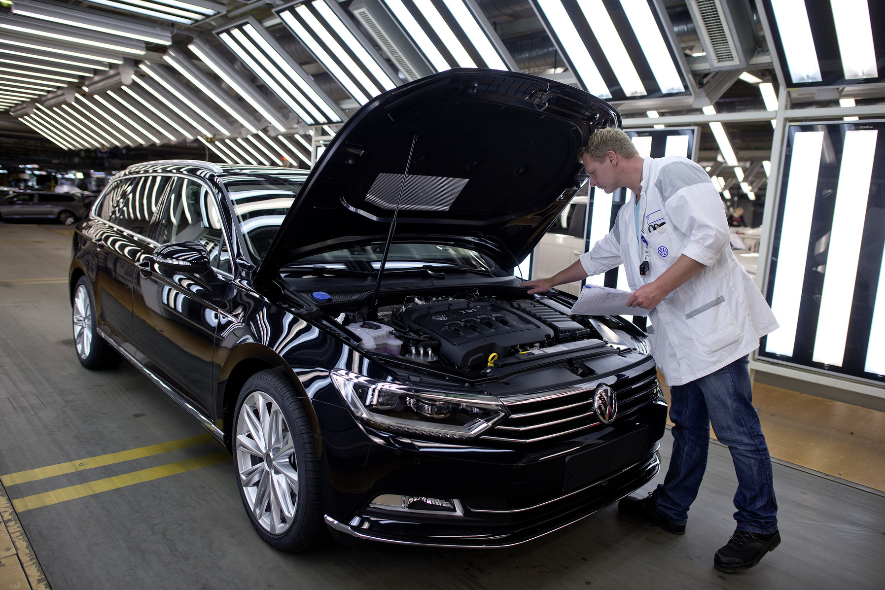 Volkswagen Passat Variant produktion: Final inspection for the Passat Variant