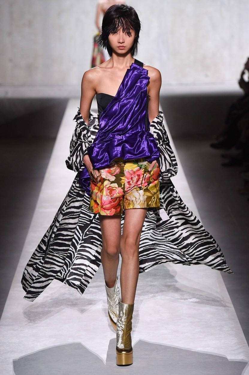 Model on the catwalk Dries van Noten show, Runway, Spring Summer 2020, Paris Fashion Week, France - 25 Sep 2019, Image: 473266496, License: Rights-managed, Restrictions: , Model Release: no, Credit line: PIXELFORMULA/SIPA / Shutterstock Editorial / Profimedia