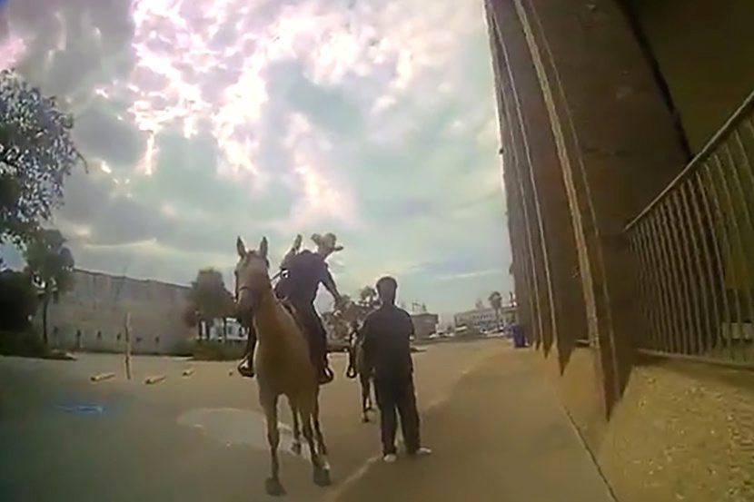 2019-10-04T042304Z_2076117633_RC16FA9F3D60_RTRMADP_3_TEXAS-POLICE-HORSEBACK