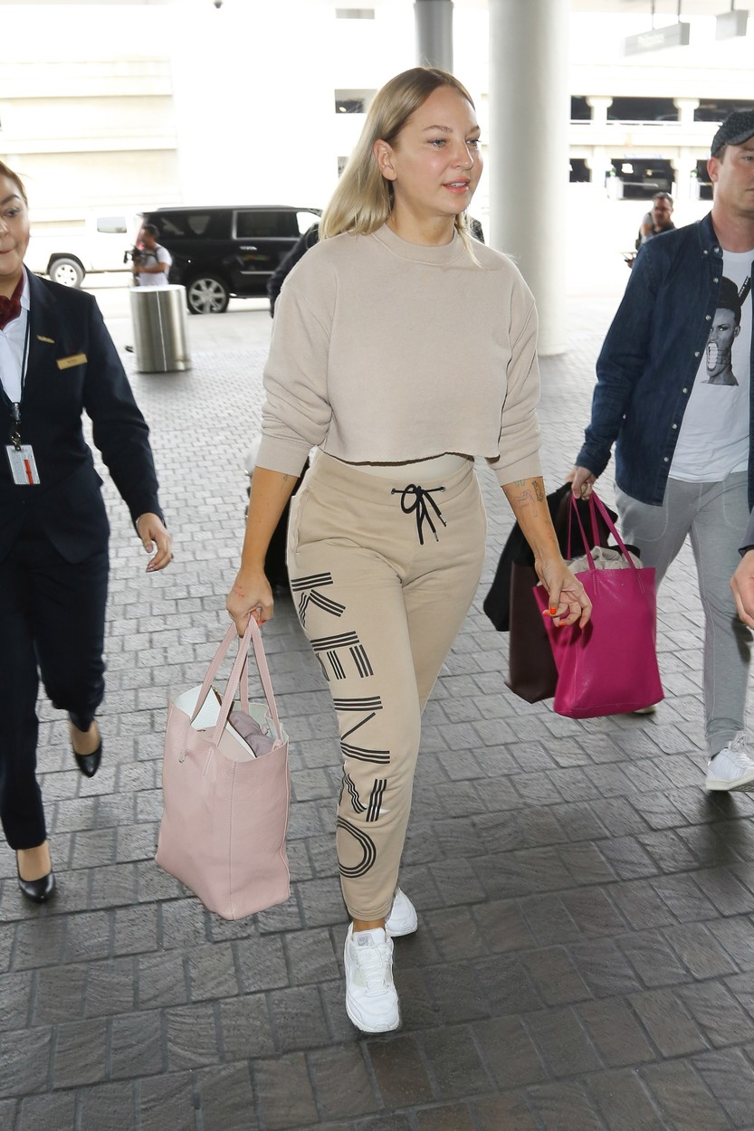 AG_182642 -  - Los Angeles, CA - Sia is spotted unmasked as she dashes to a flight out of LA. The usually reserved singer looks fresh and makeup free as she sports a nude colored Kenzo outfit while walking through the terminal.  Pictured: Sia  22 MARCH 2017, Image: 326192695, License: Rights-managed, Restrictions: , Model Release: no, Credit line: Vasquez-Max Lopes / Backgrid USA / Profimedia