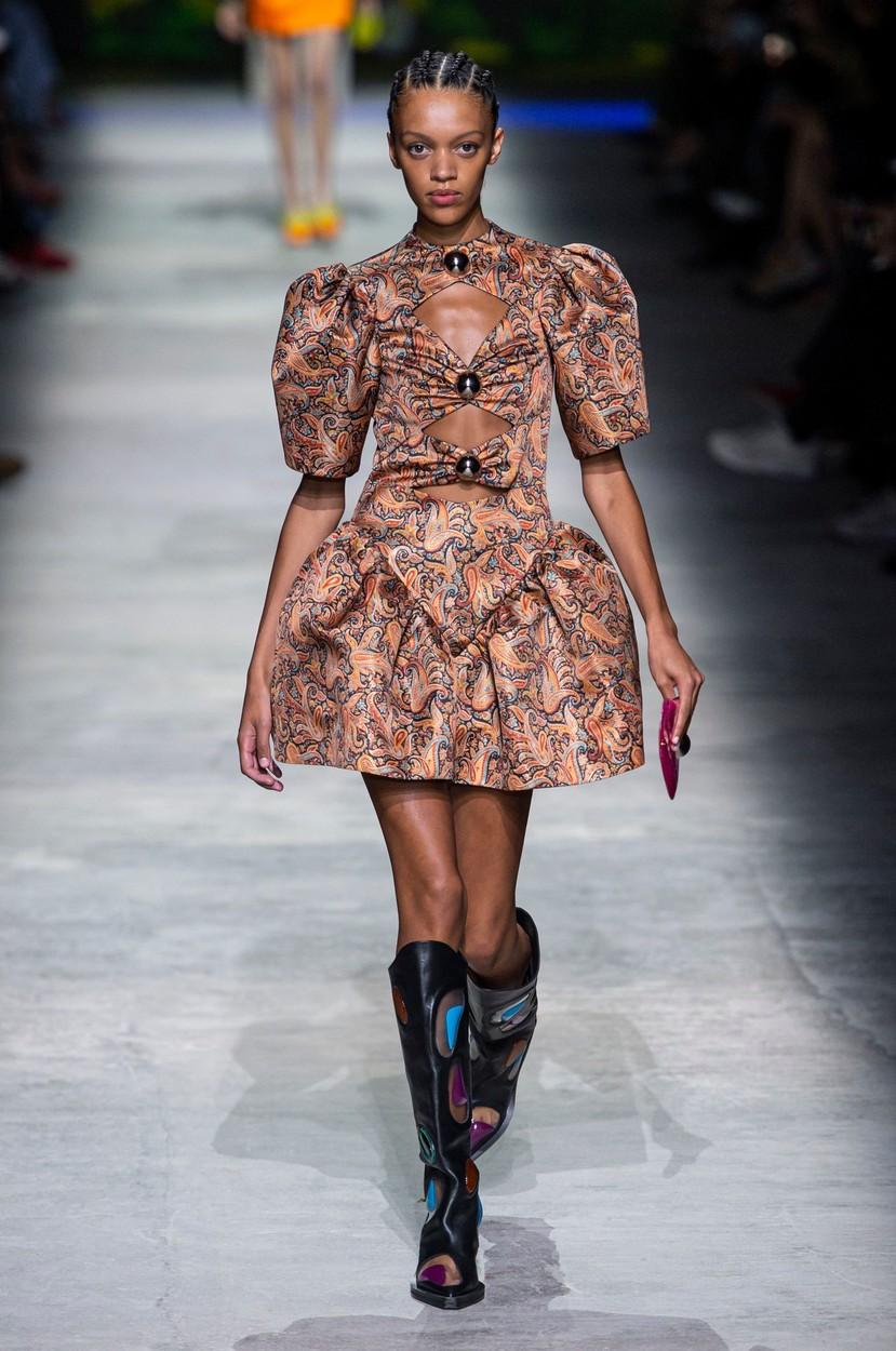 Model on the catwalk Christopher Kane show, Runway, Spring Summer 2020, London Fashion Week, UK - 16 Sep 2019, Image: 471376006, License: Rights-managed, Restrictions: , Model Release: no, Credit line: REX / Shutterstock Editorial / Profimedia