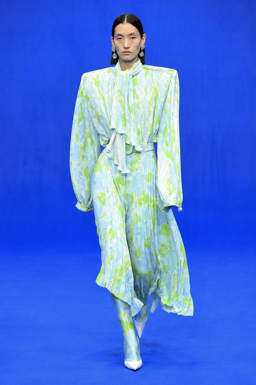 Model on the catwalk Balenciaga show, Runway, Spring Summer 2020, Paris Fashion Week, France - 29 Sep 2019, Image: 474196988, License: Rights-managed, Restrictions: , Model Release: no, Credit line: PIXELFORMULA/SIPA / Shutterstock Editorial / Profimedia