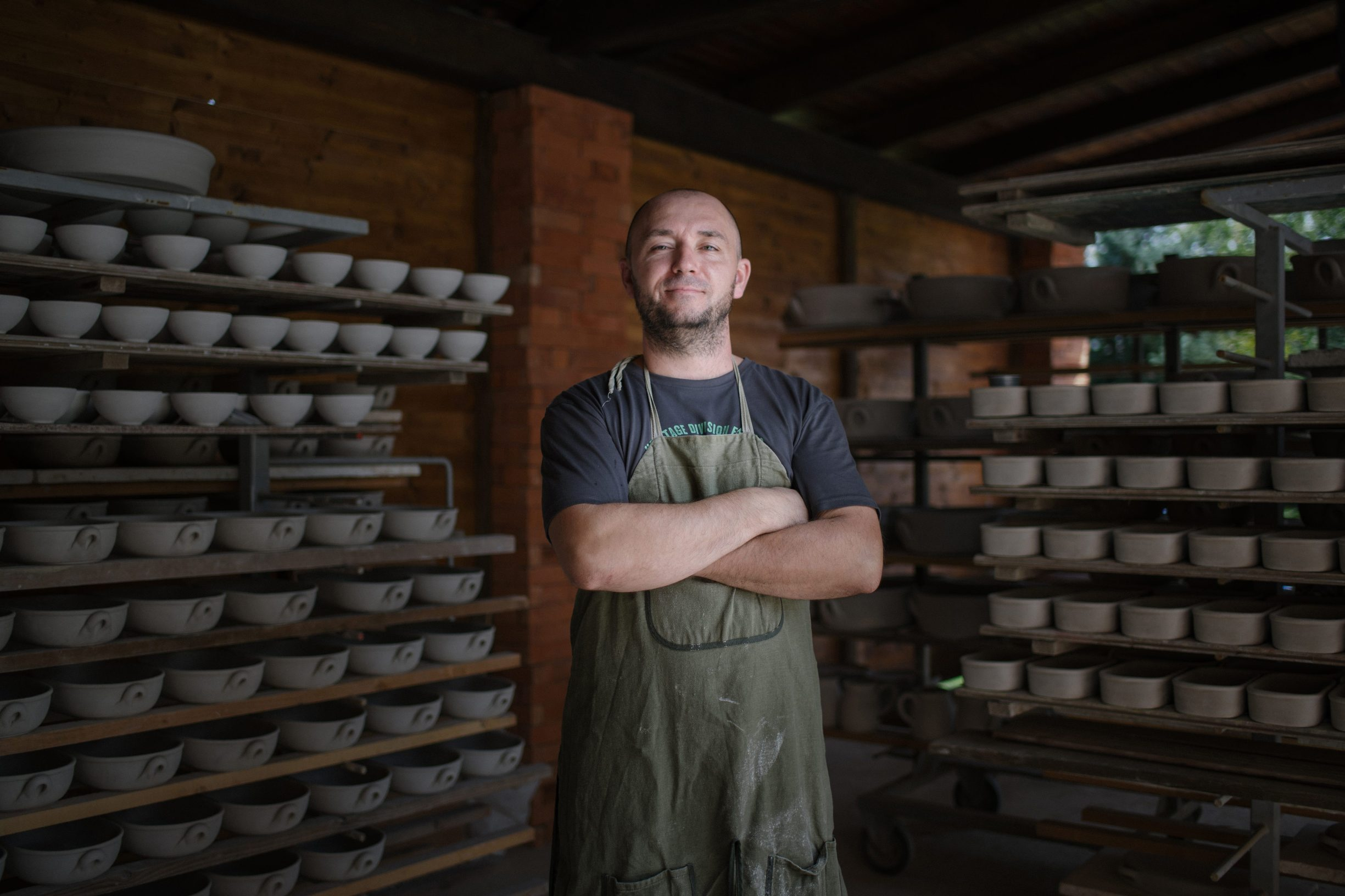 Ivanec, 210819. Obrt Keramika Mecena, gdje se tradicionalnim metodama proizvodi posude od keramike. Na slici je Ivan Kuca. Foto: Marko Miscevic / Cropix