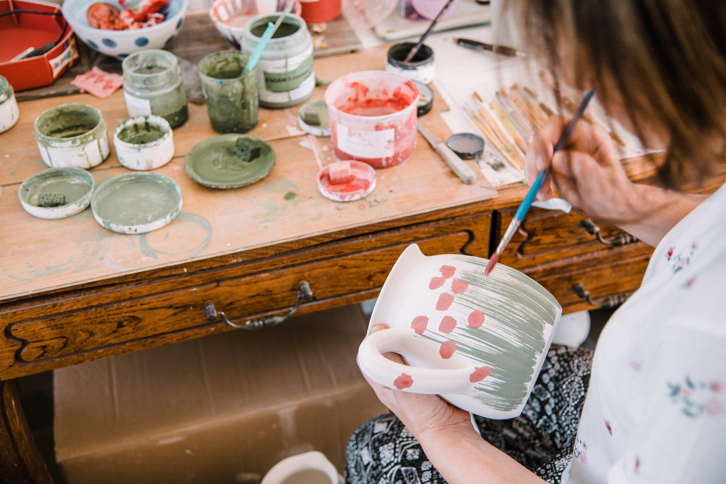 Ivanec, 210819. Obrt Keramika Mecena, gdje se tradicionalnim metodama proizvodi posude od keramike.Na slici je Ivana Kuca. Foto: Marko Miscevic / Cropix