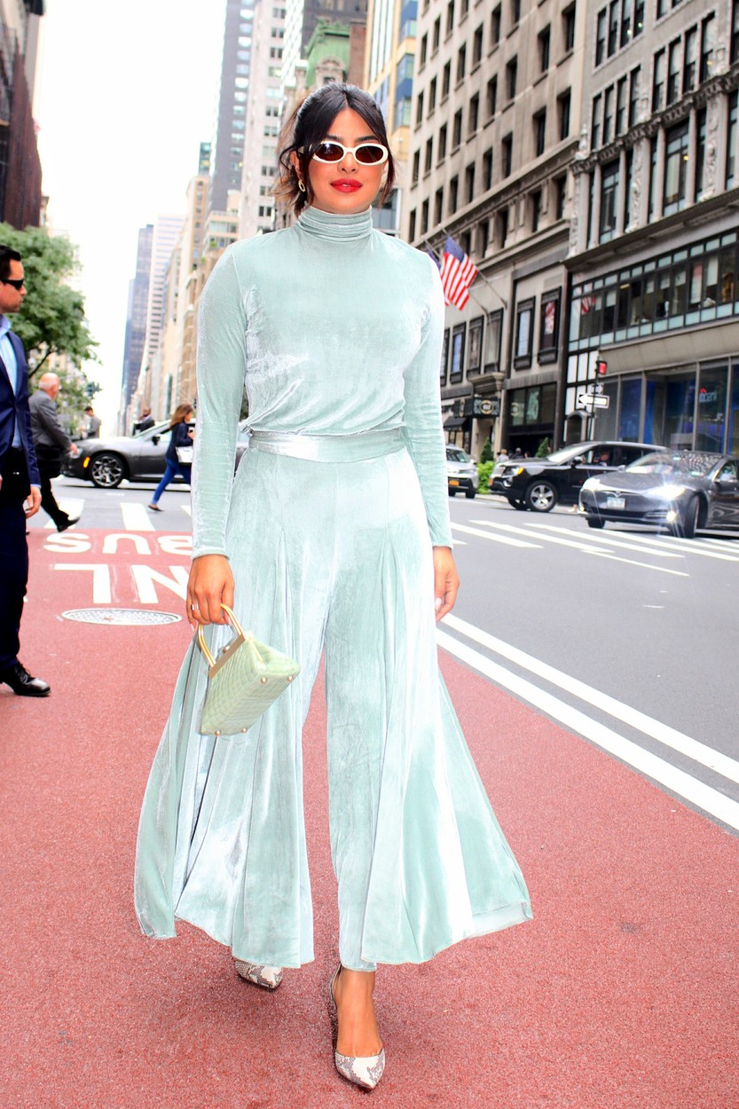 , New York, NY - 20191008 Priyanka Chopra looks stunning with a big smile as she walks down on Fifth Avenue.  -PICTURED: Priyanka Chopra -, Image: 475759172, License: Rights-managed, Restrictions: , Model Release: no, Credit line: Jose Perez/INSTARimages.com / INSTAR Images / Profimedia