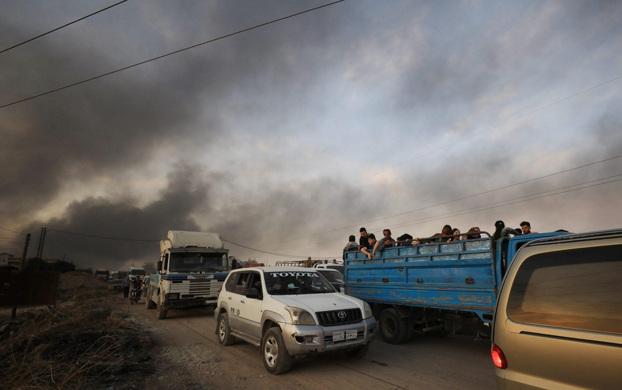 Civili na kamionu bježe iz Ras al Aina