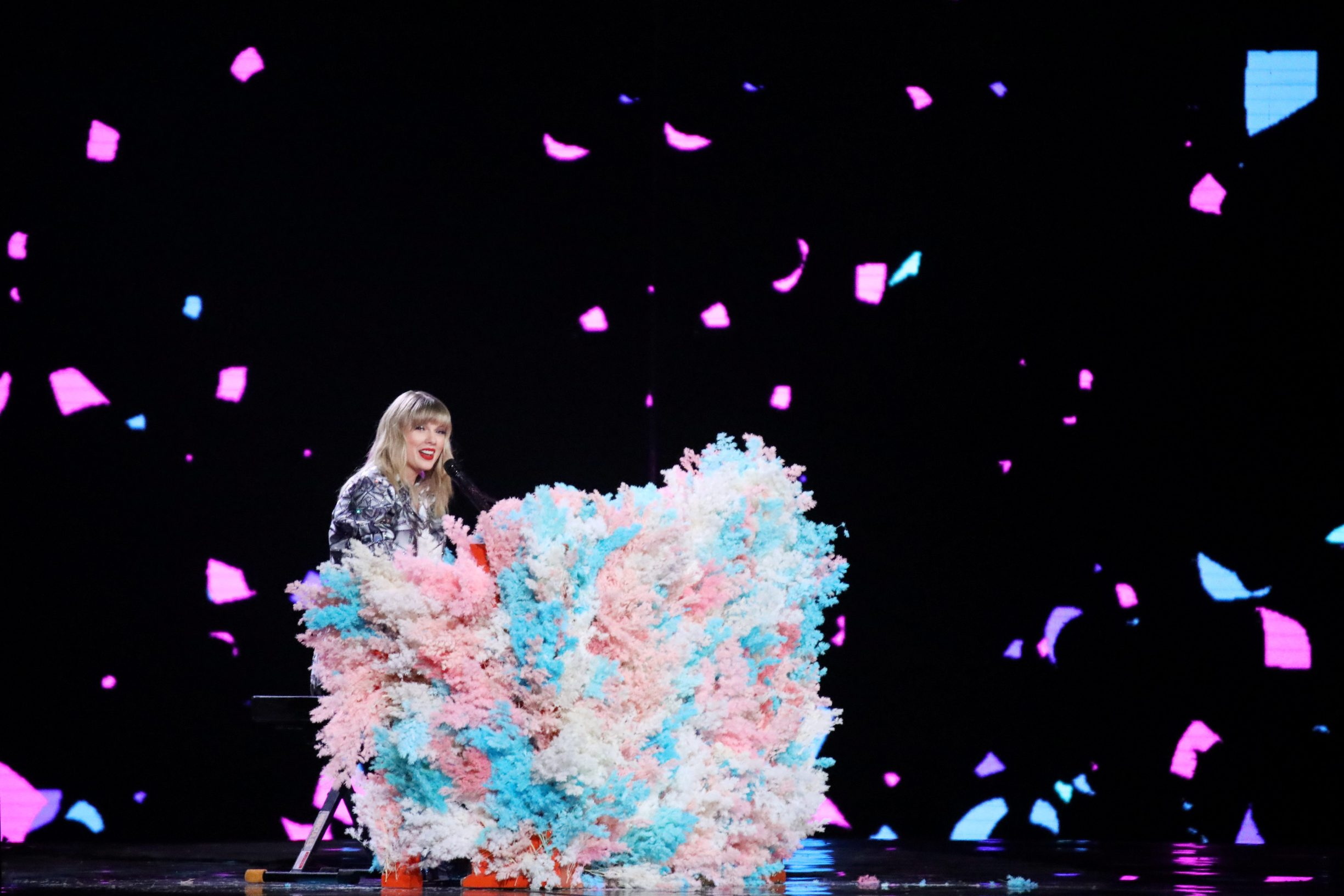 U.S. singer Taylor Swift performs at a show to mark Alibaba's 11.11 Singles' Day global shopping festival in Shanghai, China November 10, 2019. Picture taken November 10, 2019. REUTERS/Stringer  ATTENTION EDITORS - THIS IMAGE WAS PROVIDED BY A THIRD PARTY. CHINA OUT.
