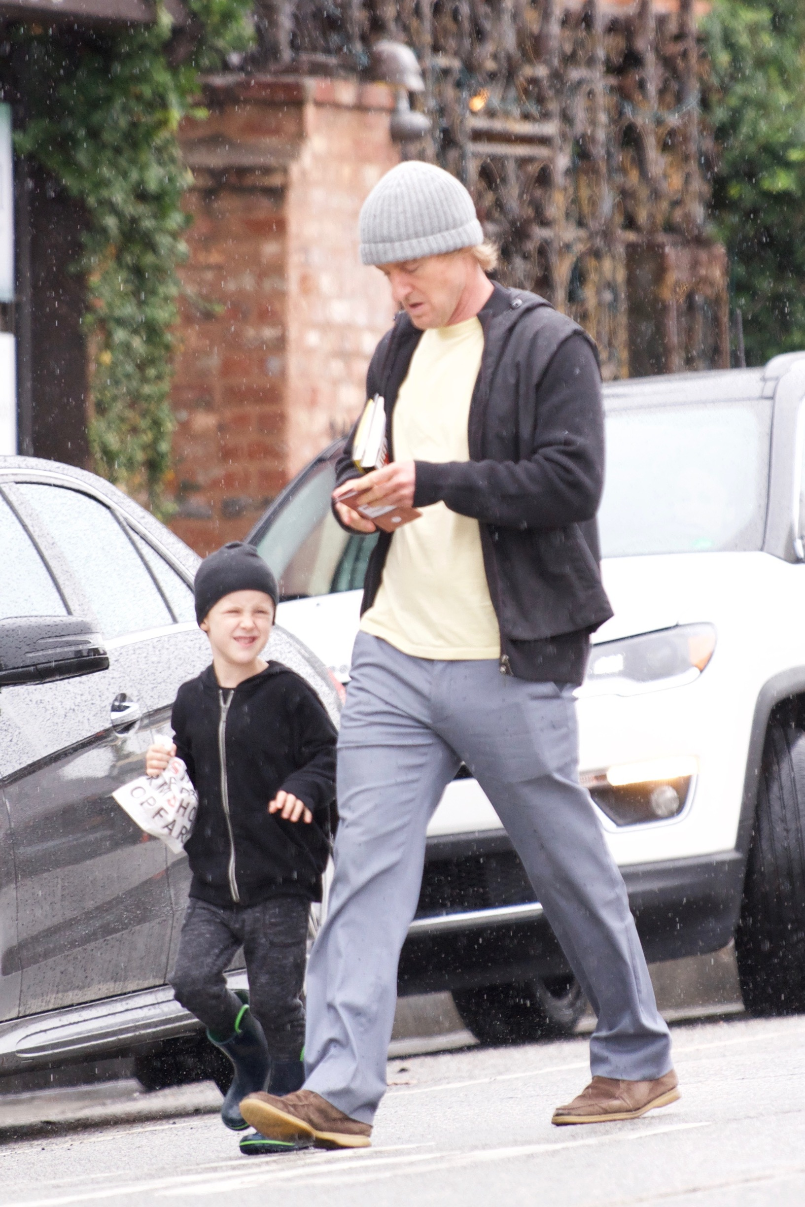 EXCLUSIVE: Owen Wilson spending time with his son on a rainy day.   ***SPECIAL INSTRUCTIONS*** Please pixelate children's faces before publication.***. 15 Jan 2019, Image: 407678200, License: Rights-managed, Restrictions: World Rights, Model Release: no, Credit line: MEGA / Mega Agency / Profimedia