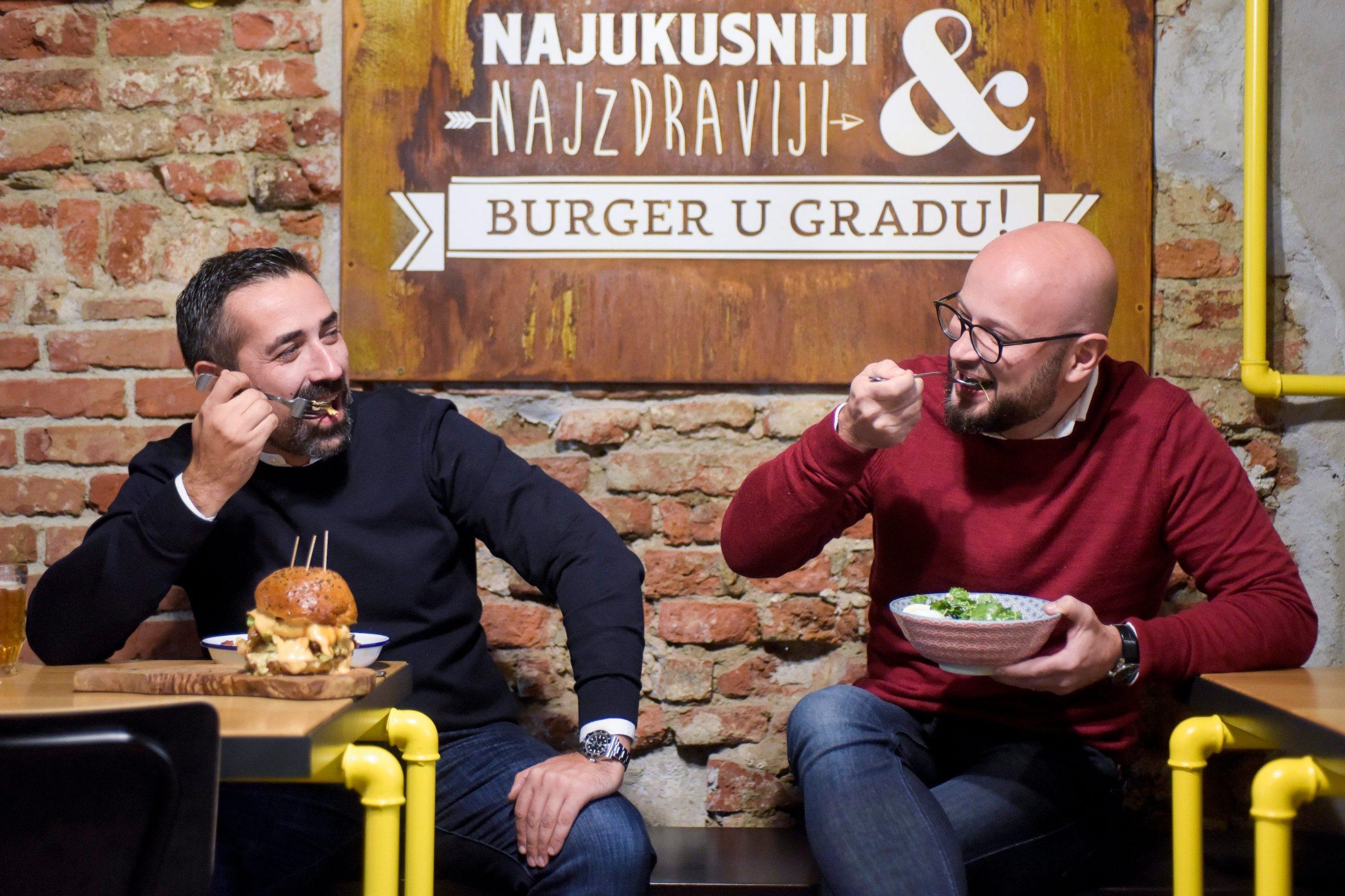 Zagreb, 311019. Tkalciceva 12. Submarine natural burgers, restoran brze hrane. Na fotografiji: Dragoljub Bozovic i Luka Juresko. Foto: Darko Tomas / CROPIX