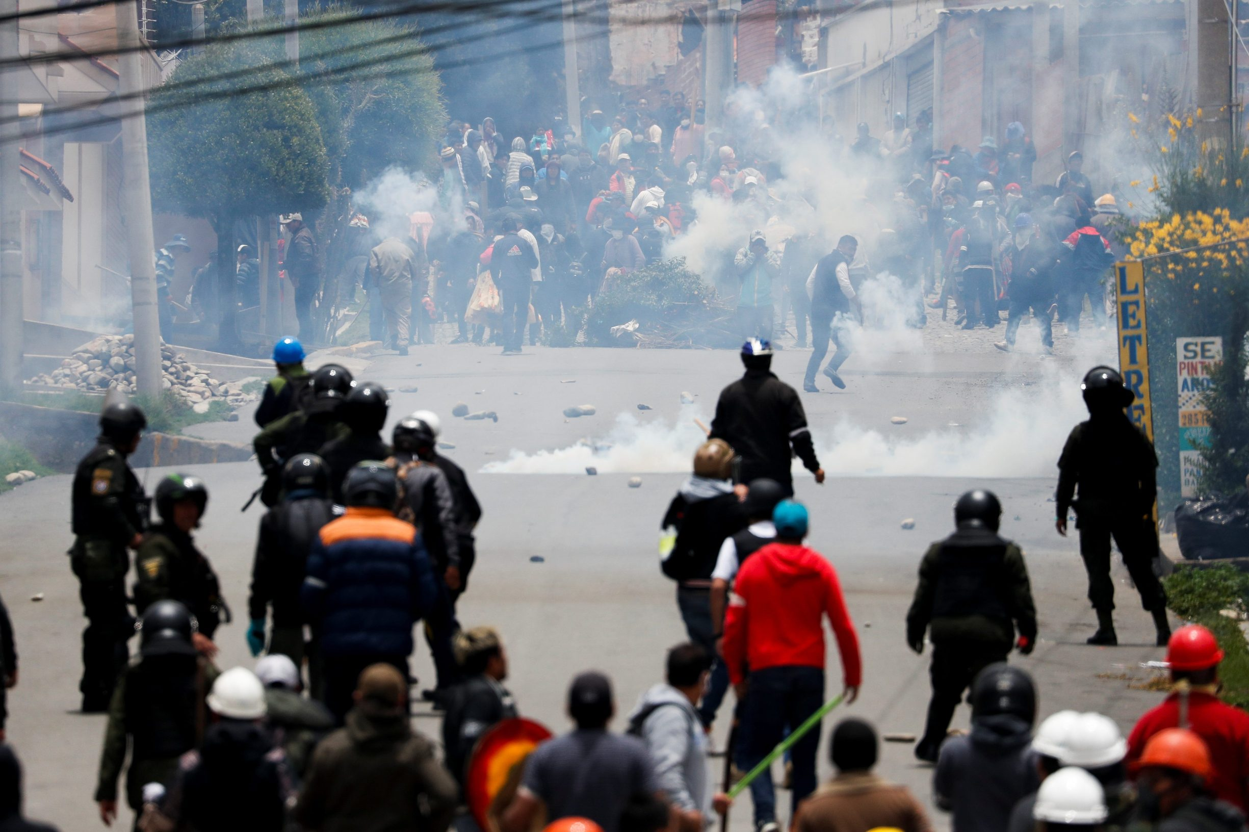 Supporters of Bolivian President Evo Morales and opposition supporters clash during a protest after Morales announced his resignation on Sunday, in La Paz Bolivia November 11, 2019. REUTERS/Carlos Garcia Rawlins