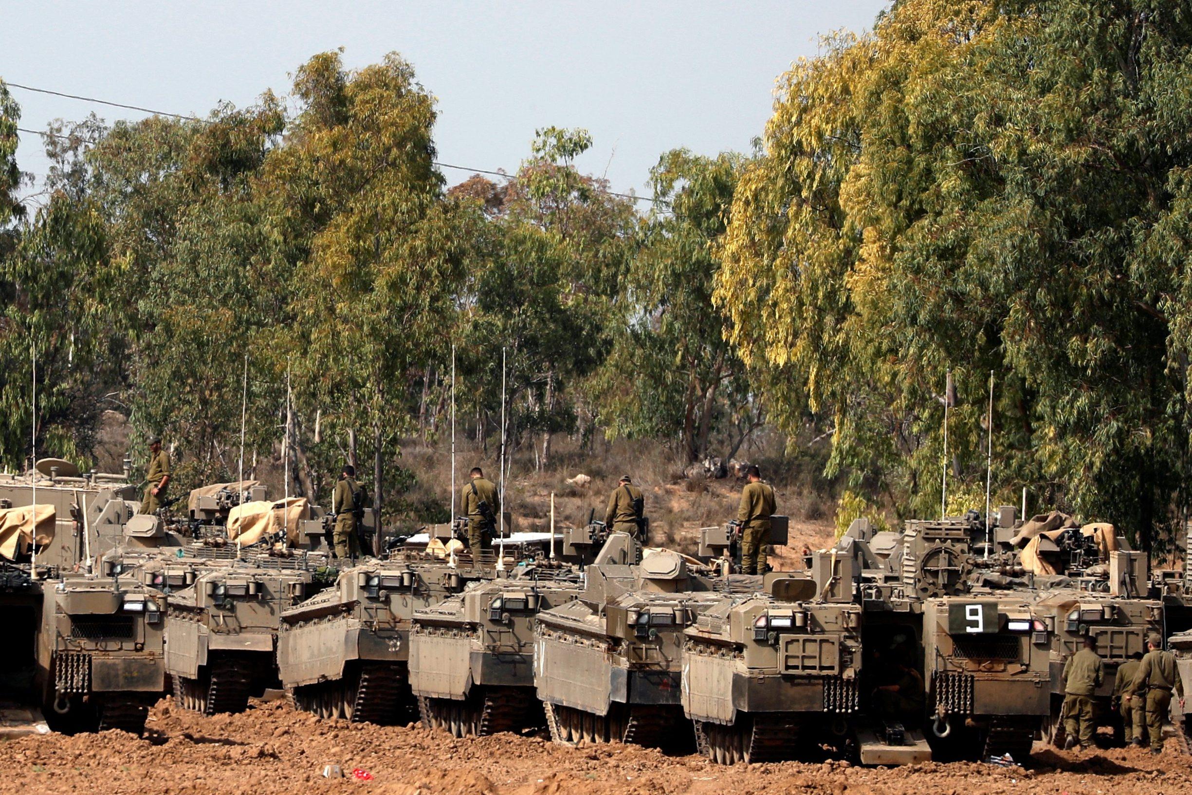 Izraelska oklopna vozila snimljena u blizini granice s Pojasom Gaze
