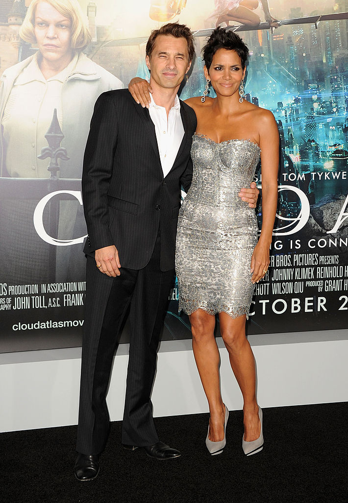 HOLLYWOOD, CA - OCTOBER 24:  Actors Olivier Martinez and Halle Berry arrive at Warner Bros. Pictures'