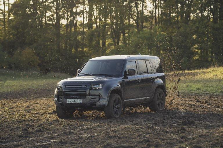 2020-land-rover-defender-james-bond-no-time-to-die-movie-car-1-768x512