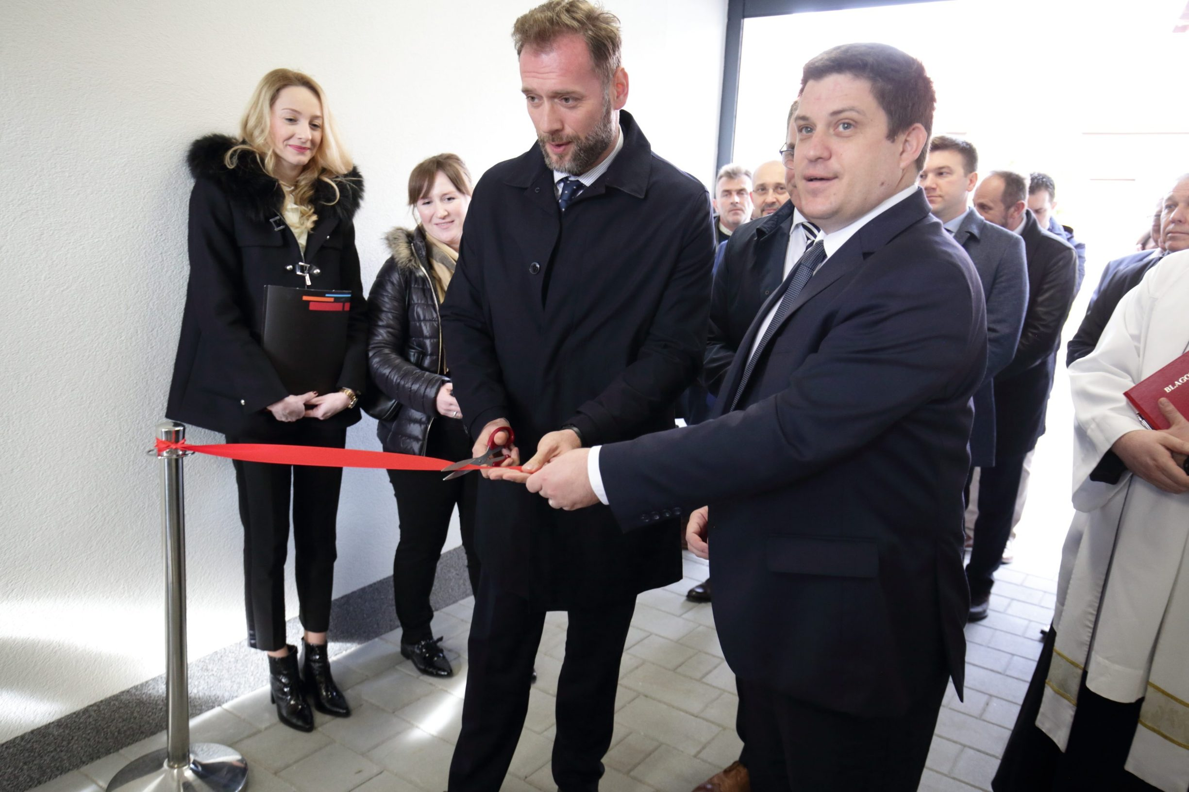 Ministar Oleg Butković i Mate Botica direktor OIV-a na otvaranju ovih poslovnih prostora tvrtke Odašiljaši i veze u Osijeku