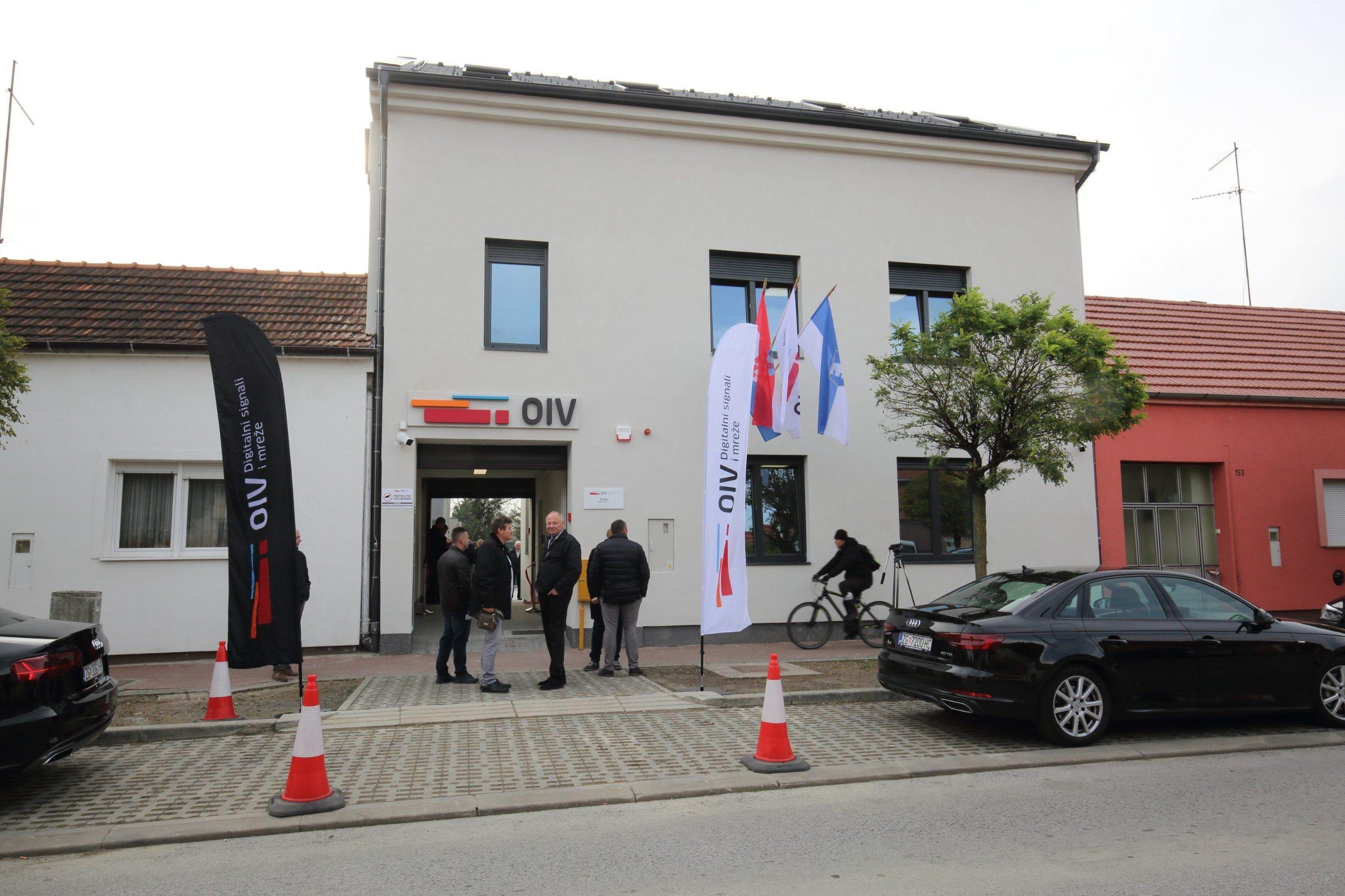 Osijek, 151119. U Reisnerovoj ulici u Osijeku otvorena je nova poslovna zgrada tvrtke Odasiljaci i veze d.o.o. Na fotografiji: ministar mora, prometa i veza Oleg Butkovic, Na fotografiji: nova zgrada OIV-a. Foto: Vlado Kos / CROPIX