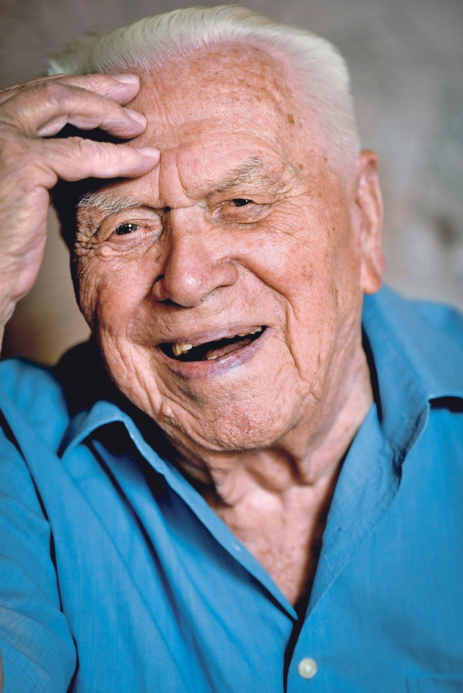 Gabrijel Šurina je stogodišnjak koji živi u Domu za starije i nemoćne Ksaver