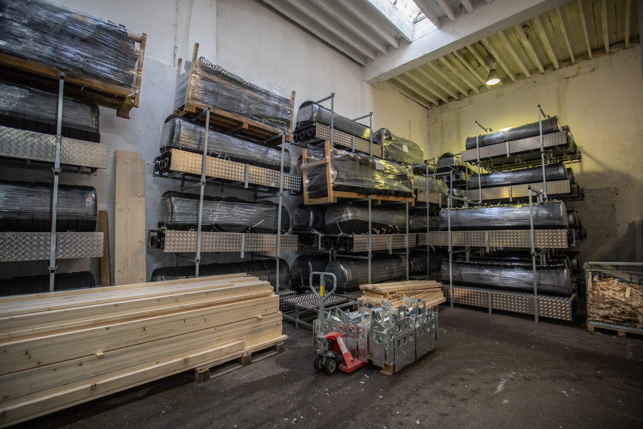 Rijeka, 131119. Tvrtka Arctic proizvodi led za klizalista. Ove godine opskrbljuje cak 70-ak klizalista. Na fotografiji: detalji skladista. Foto: Matija Djanjesic / CROPIX
