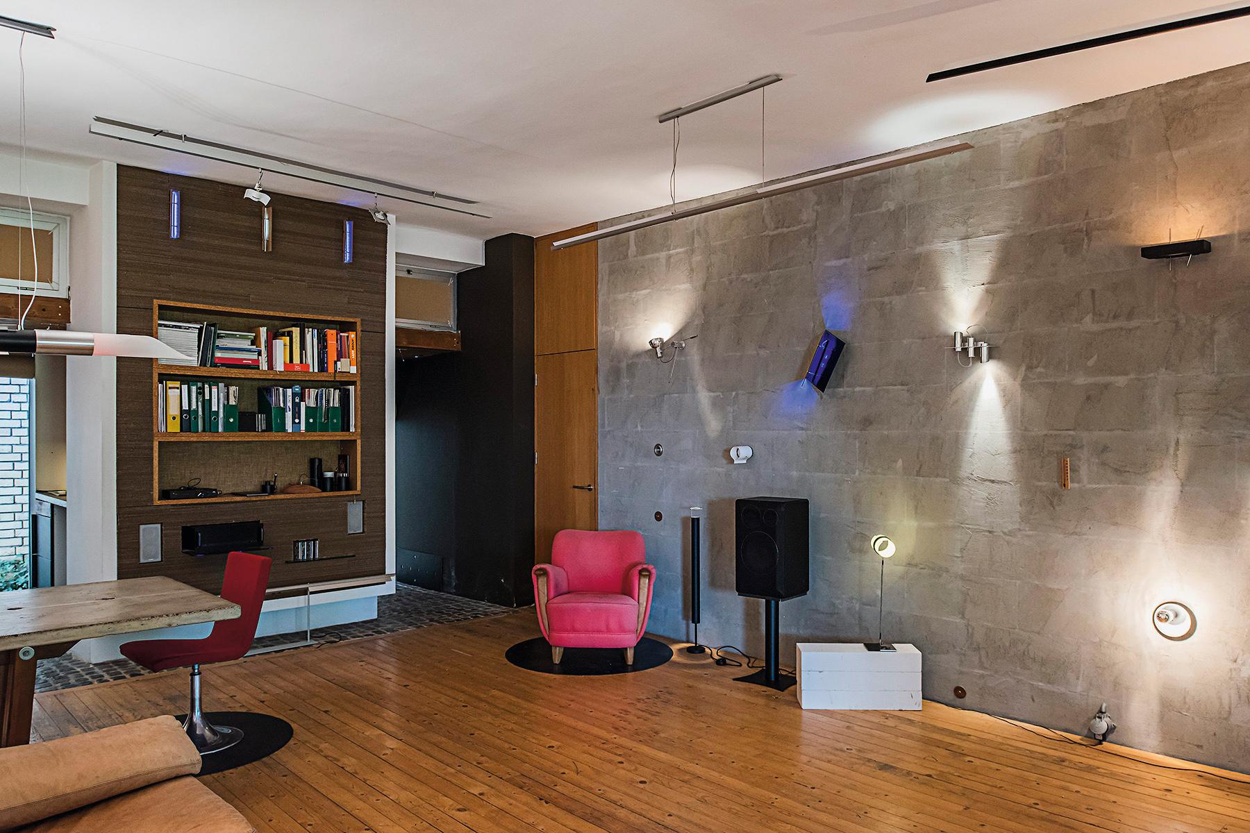 Osijek, 111019. A je to studio, showroom rasvjetnih tijela vlasnika i dizajnera Vladimira Krizanica. Foto: Neja Markicevic / CROPIX