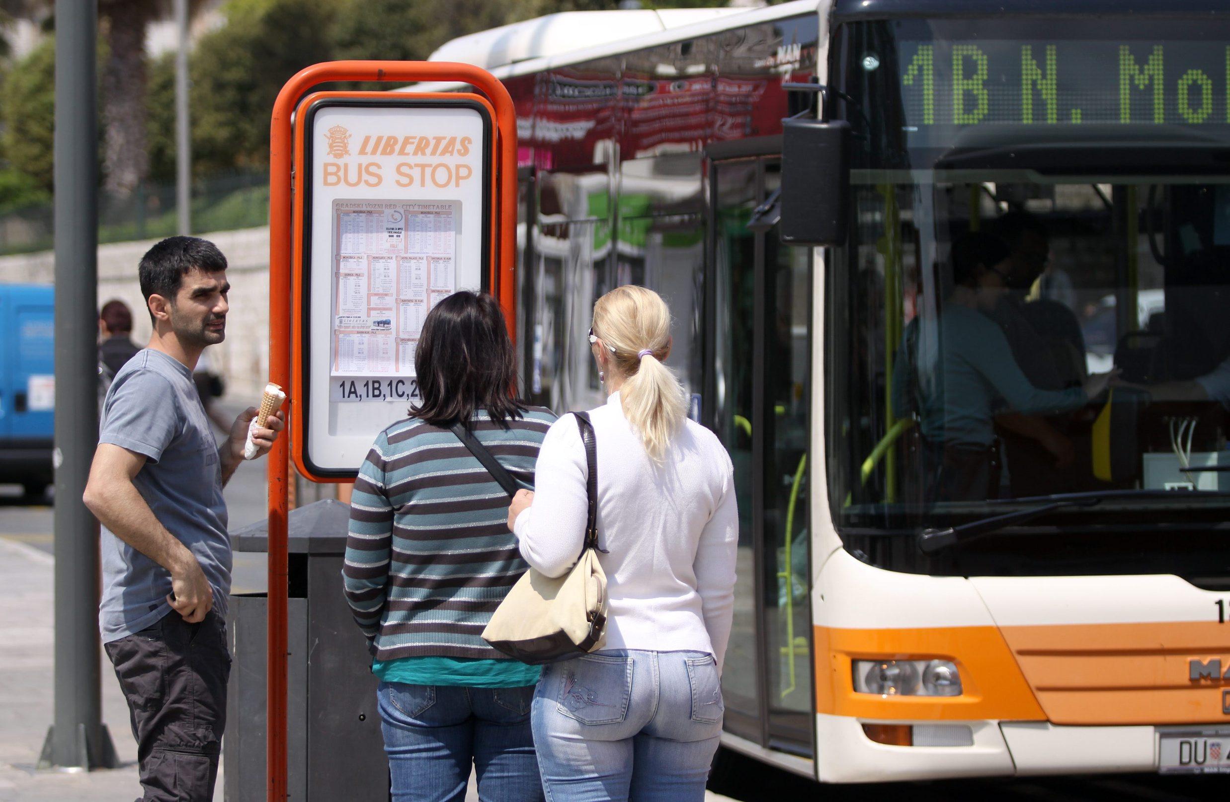 Autobusi JGP-a Libertas na Pilama i ukrcaj putnika