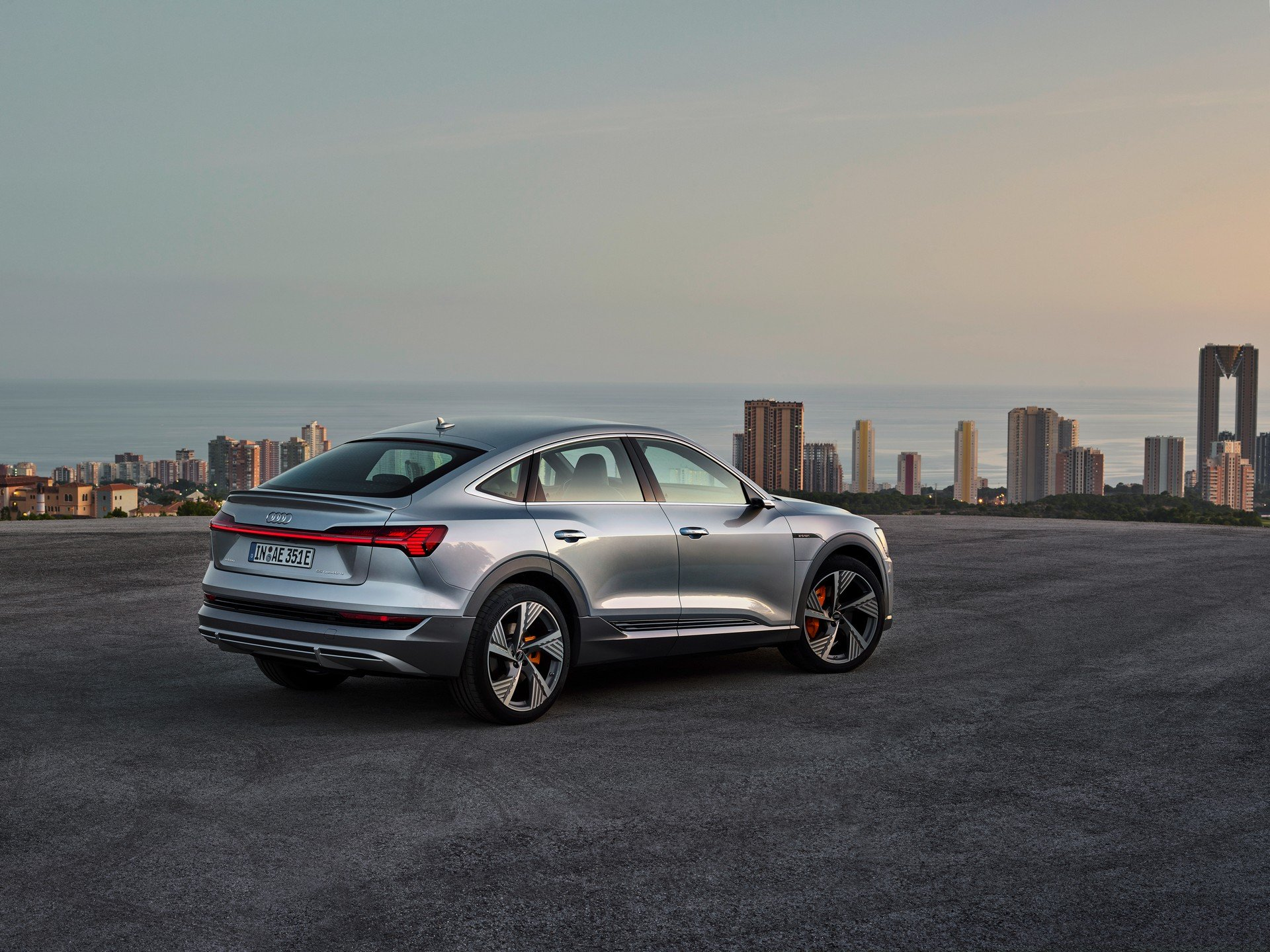 2020-Audi-E-Tron-Sportback-12 (1)