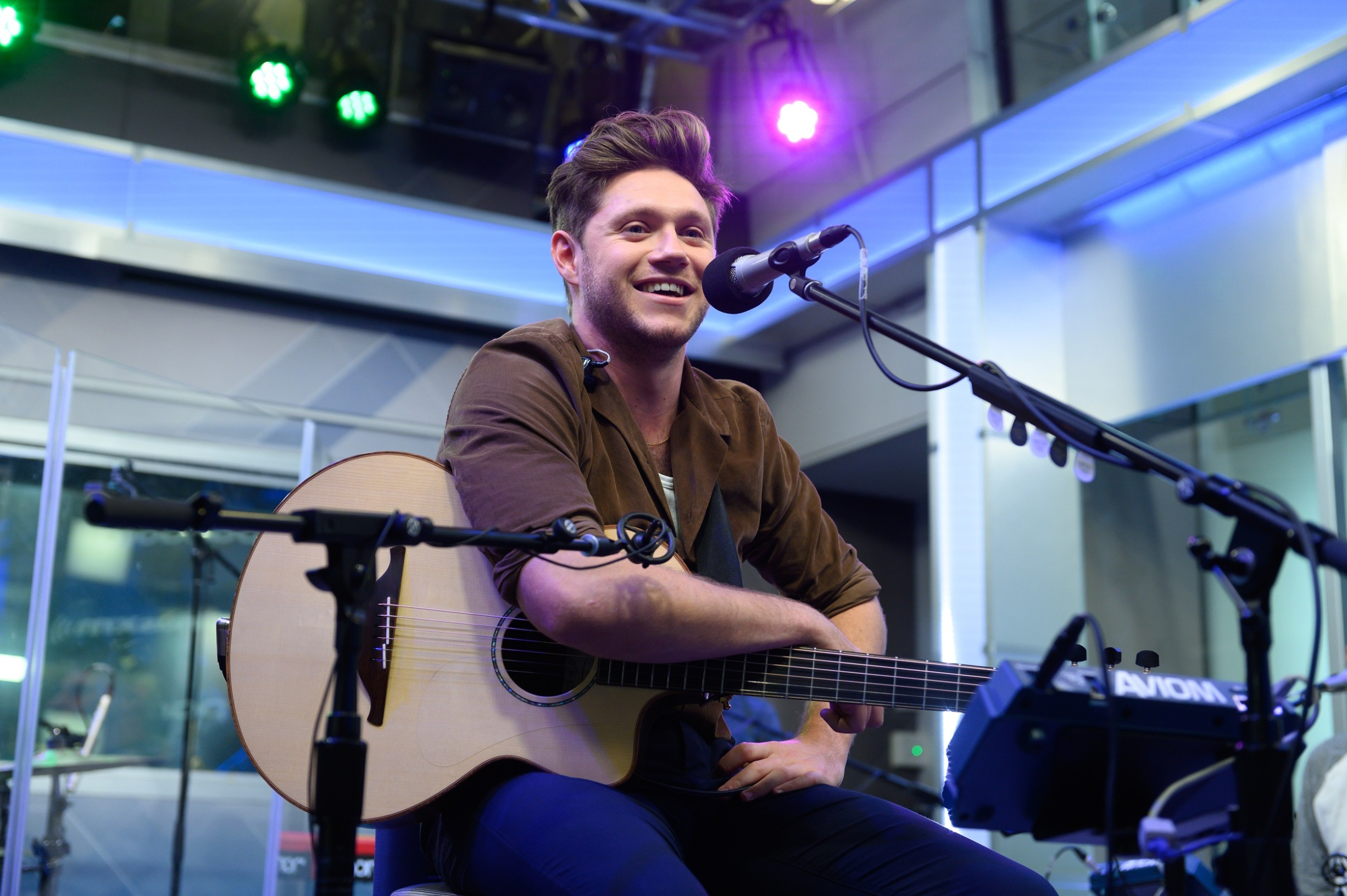 NEW YORK, NEW YORK - OCTOBER 08: Niall Horan performs on SiriusXM Hits 1 at the SiriusXM Studios in New York City on October 08, 2019 in New York City. (Photo by Noam Galai/Getty Images for SiriusXM)