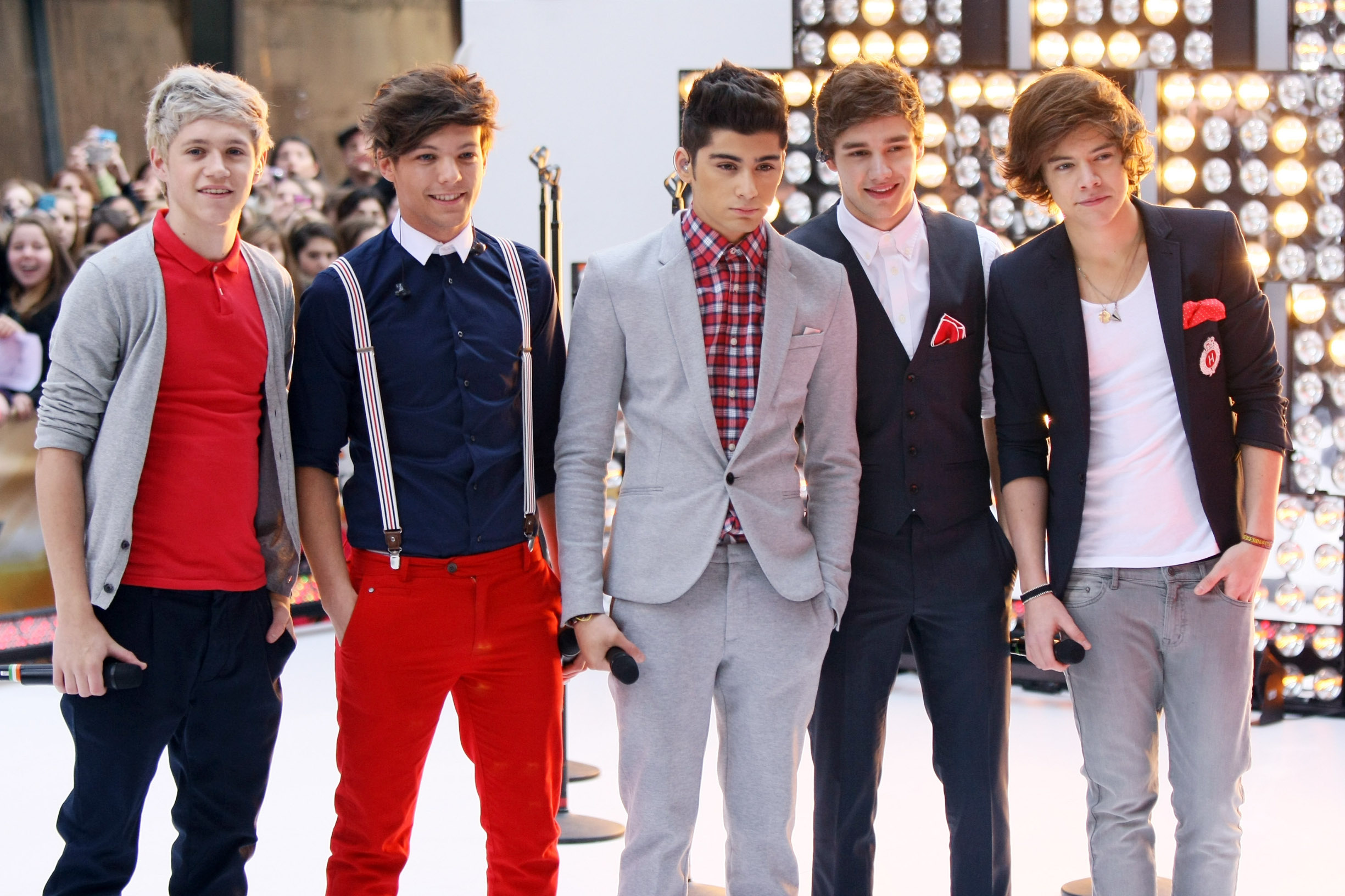 Niall Horan, Louis Tomlinson, Zayn Malik, Liam Payne i Harry Styles na pozornici 2012. godine