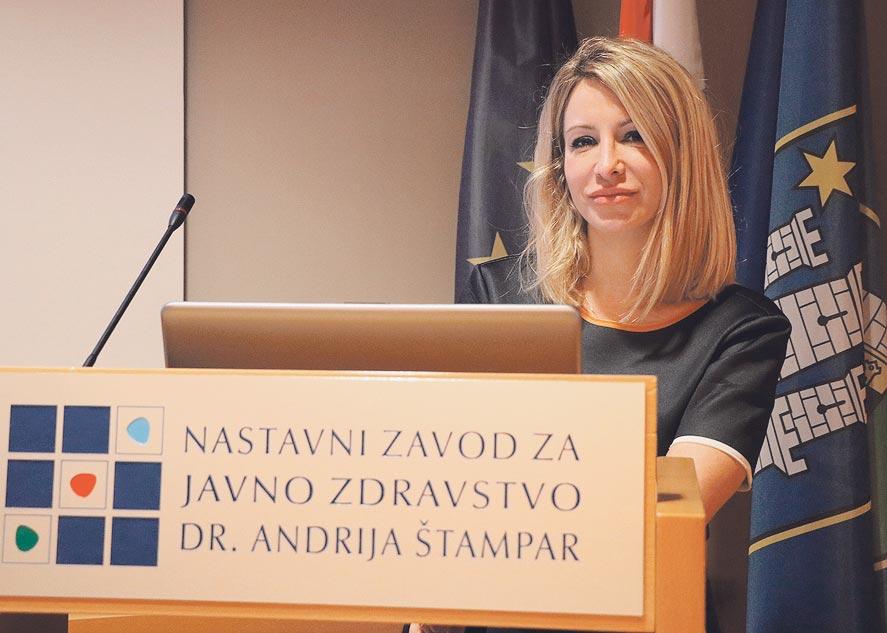 Na čelu poliklinike je Petra Nola Fuchs, unuka poznatog zagrebačkog kirurga Petra Nole i snaha bivšeg ministra obrazovanja Radovana Fuchsa