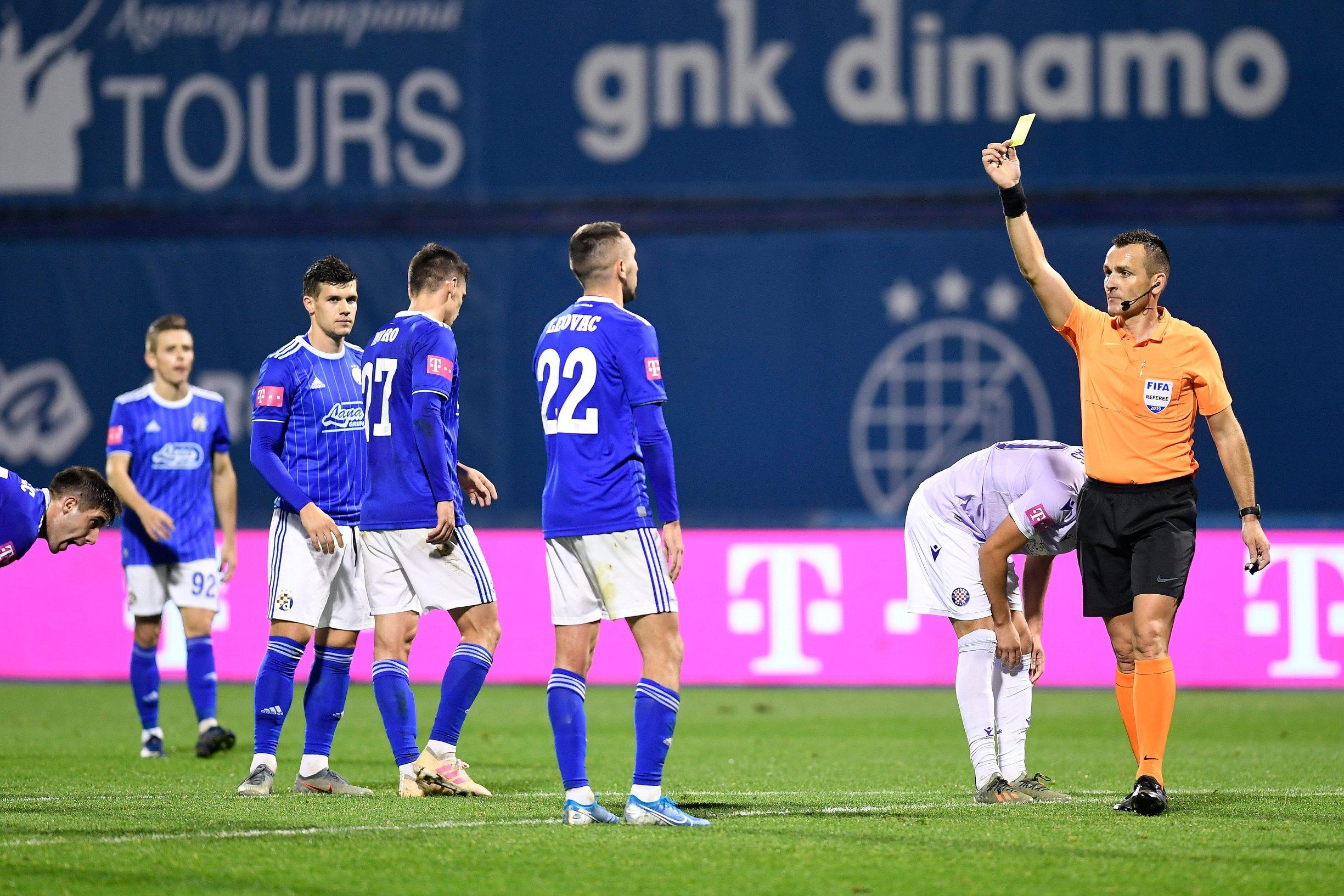 Bebek pokazuje žuti Leovcu nakon što je dosudio penal za Hajduk