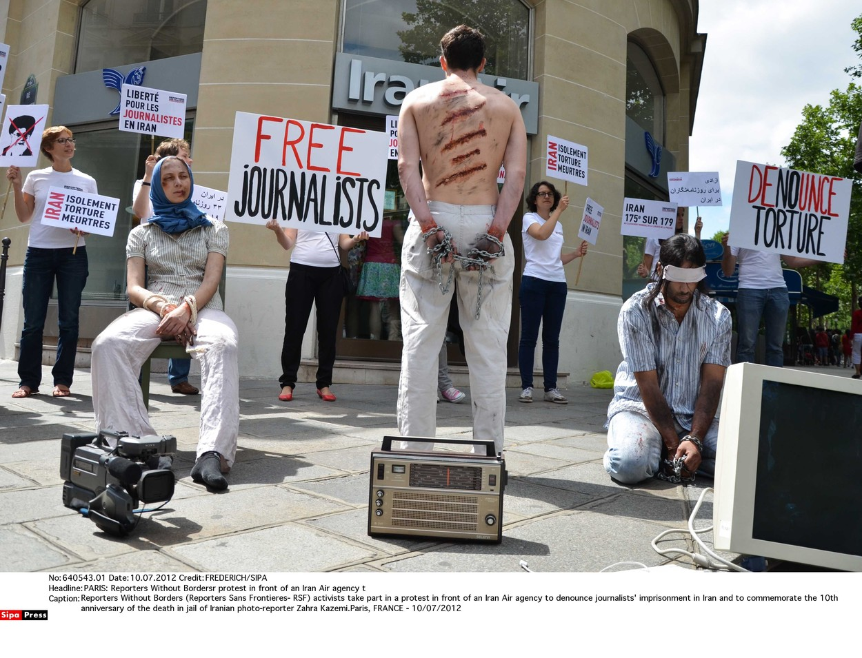 Aktivisti protestiraju u Iranu tražeći oslobađanje zatvorenih novinara