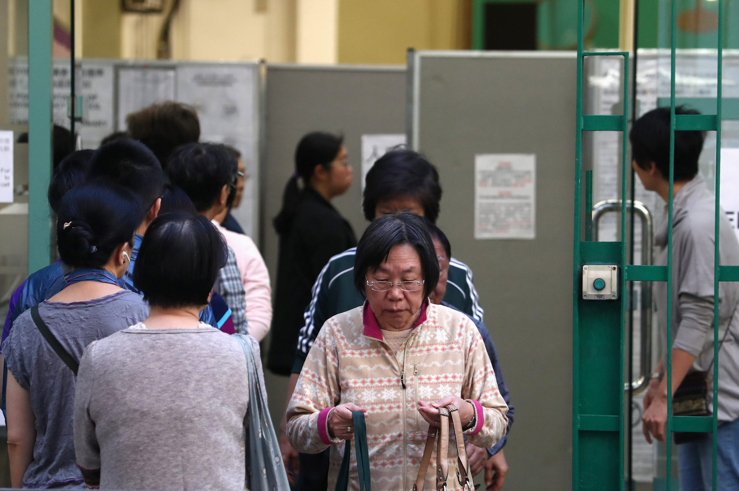 2019-11-23T234847Z_1402799584_RC2BHD980QWE_RTRMADP_3_HONGKONG-PROTESTS-ELECTION