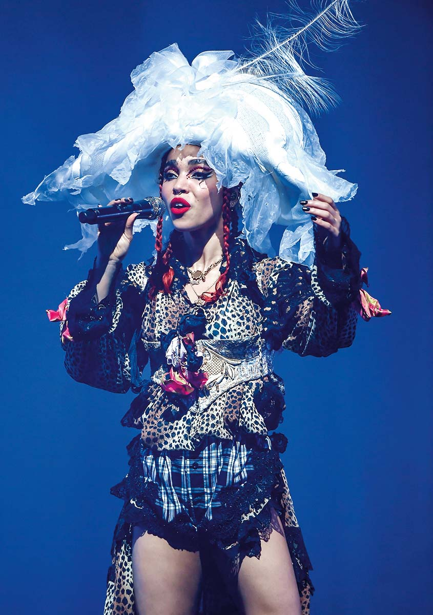 OAKLAND, CA - NOVEMBER 06:  Singer FKA Twigs performs at The Fox Theater on November 6, 2019 in Oakland, California.  (Photo by Steve Jennings/Getty Images)