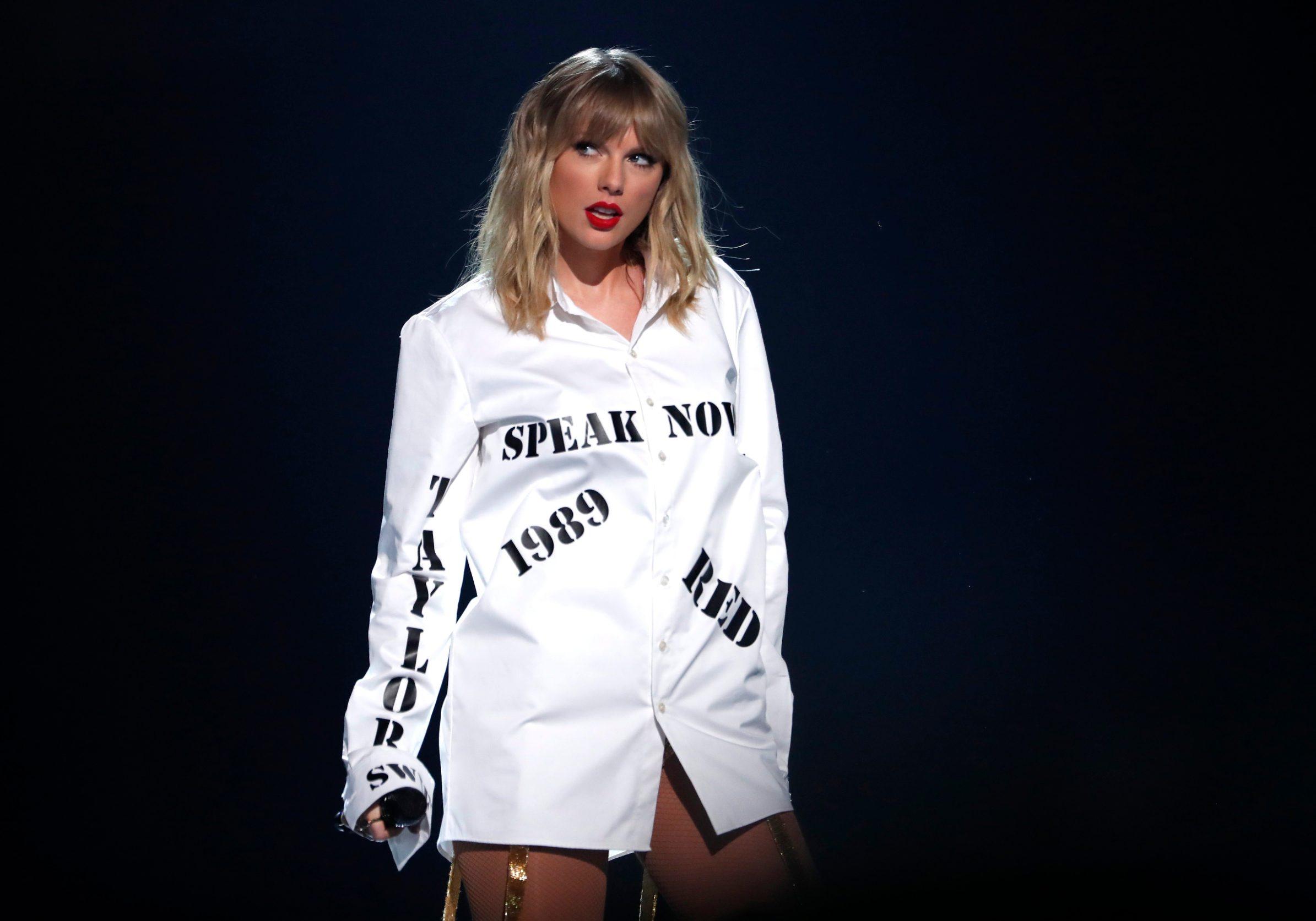 2019 American Music Awards - Show - Los Angeles, California, U.S., November 24, 2019 - Taylor Swift performs a medley. REUTERS/Mario Anzuoni