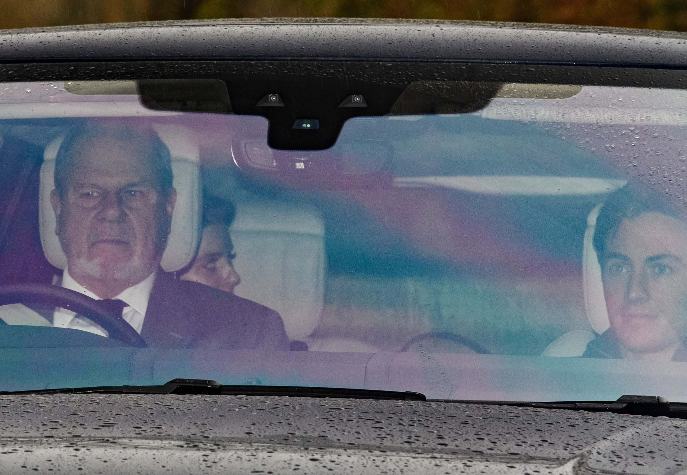 25/11/2019. Windsor, UK. Princess Beatrice and her fiancŽ Edoardo Mapelli are seen leaving the Windsor estate where Prince Andrew lives. A number of financial backers for the Prince of YorkŐs charities and businesses withdrew their support following reaction to an interview on Prince Andrew's relationship with American financier Jeffrey Epstein., Image: 484820527, License: Rights-managed, Restrictions: *** UK Out ***, Model Release: no, Credit line: Ben Cawthra / ddp USA / Profimedia